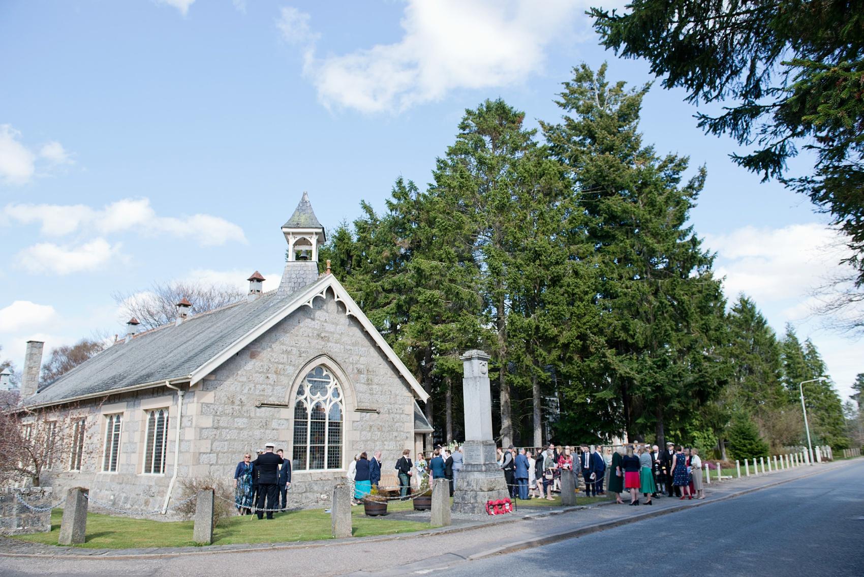 26-Pregnant-bride-her-Scottish-Highlands-wedding.jpg