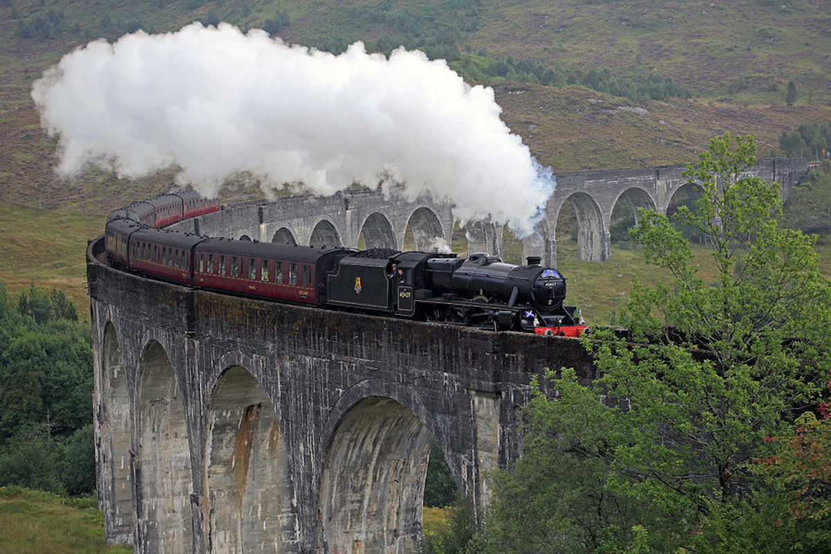 the-jacobite-steam-train.jpg