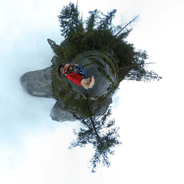 Hiking the Mist Trail! #360camera #yosemitenationalpark #360adventure #advenutearound