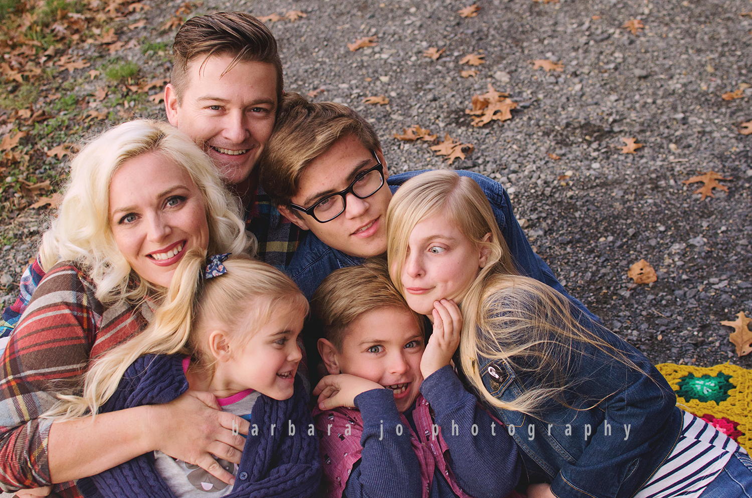 bjp-family-children-photographer-dover-oh-mini-sessions-fall-autumn-fantin1.png