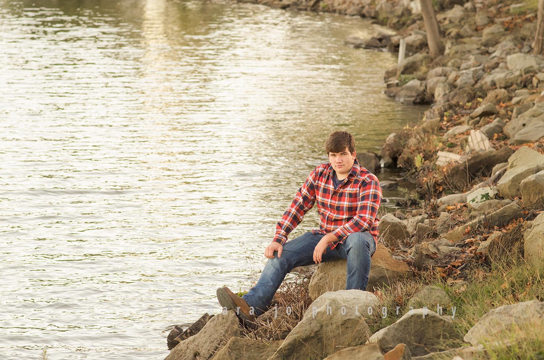 bjp-senior-photographer-outdoors-atwood-lake-water-guy-dover-ohio-new-philadelphia-jesse15.png