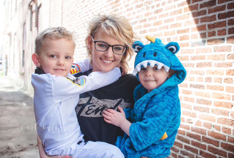 bjp-family-motherhood-mommy-sons-mom-siblings-boymom-boys-son-spring-dover-ohio-photographer-mcnutt29.png