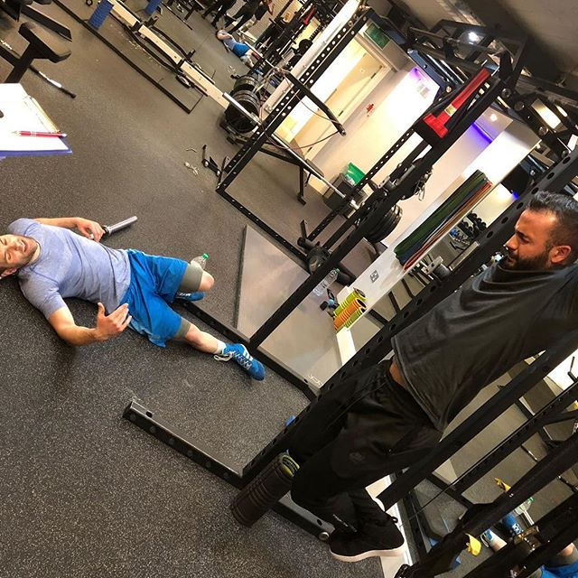 More images of the #hangtoughchallenge 💪🏽 Client Simon gave it his all (he's the one on the floor) and PT @antonkostalas hit 3mins 2 Seconds! Make sure you give it a go in your session 💪🏽 #hangtough #changeyourblueprint #fitfam #fitness #diet #strong #fitfamuk #bodybuilding #healthy #fitness #gym #gymmotivation #pt