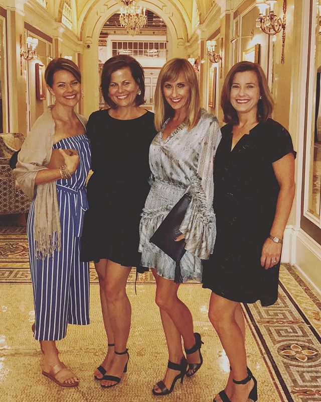 I 💗 these girls so much!  #annualgirlstrip #24yearsoffriendship #boston #wardrobemadesimple #shoppingtrip