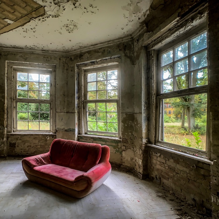 The red sofa at the abandoned Heilstätten Grabowsee