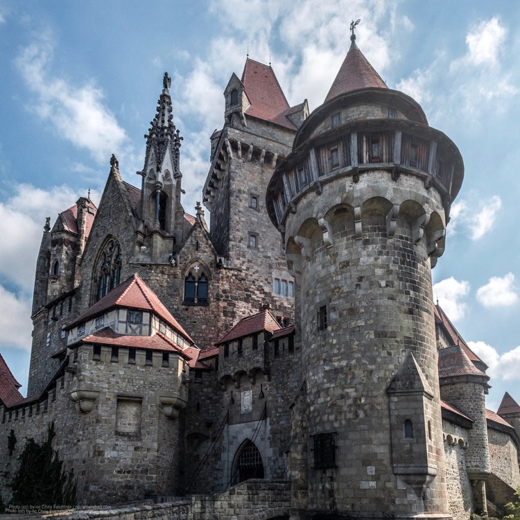 """Castle Kreuzenstein as seen in the film """"The last Witch"""" at minute 14:53"""