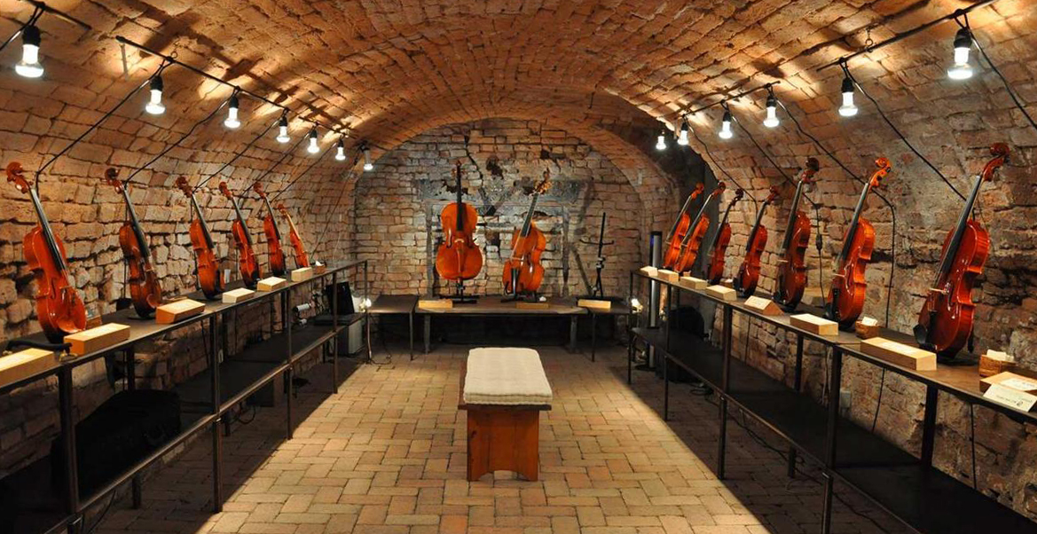 EXHIBITION OF STRING INSTRUMENTS IN CREMONA