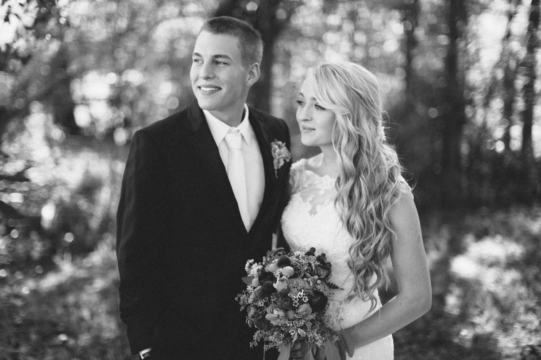 SiouxFalls_DesMoines_Wedding_Photographer_28.jpg