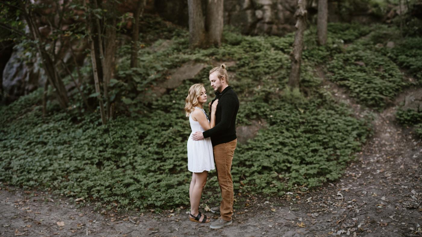 Sioux_Falls_Des_Moines_Engagement_Wedding_Photographer_12.jpg