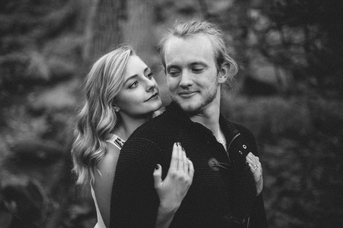 Sioux_Falls_Des_Moines_Engagement_Wedding_Photographer_13.jpg