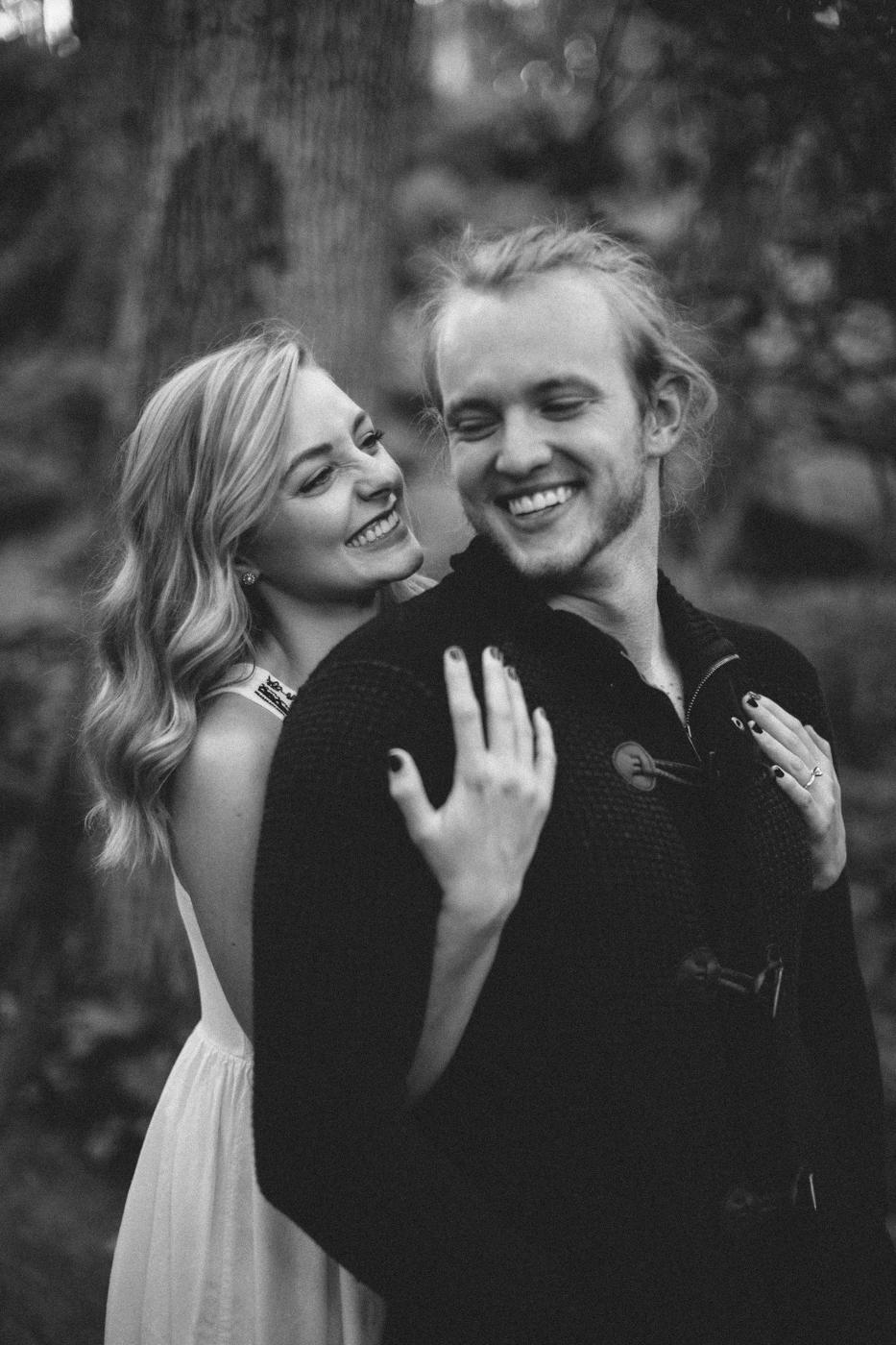 Sioux_Falls_Des_Moines_Engagement_Wedding_Photographer_14.jpg