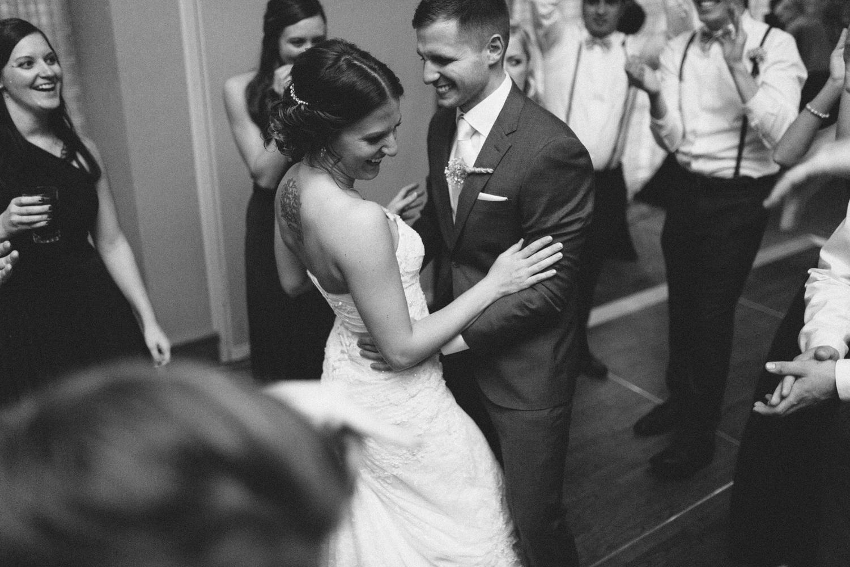israel&aubrey_siouxfalls_wedding_photographer_112.jpg