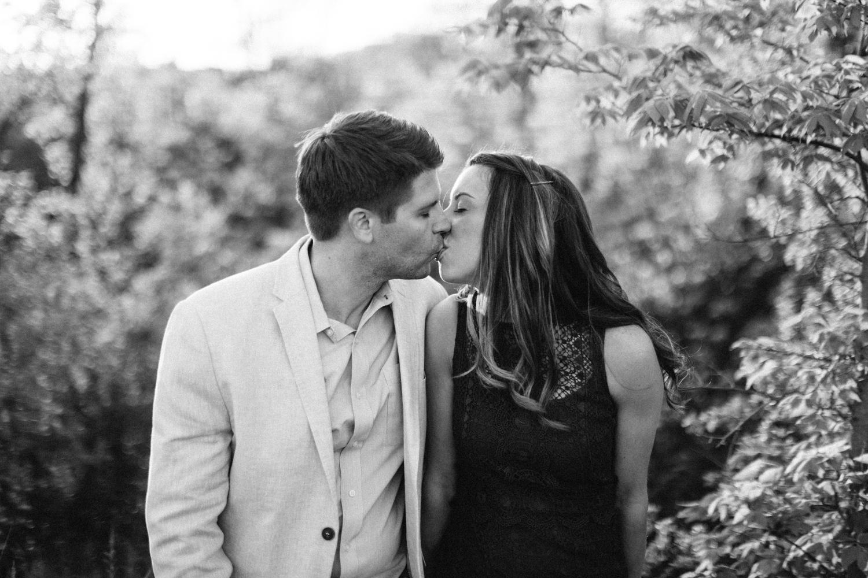 Des_Moines_Sioux_Falls_Wedding_Photographer_Renae&Adam44.jpg