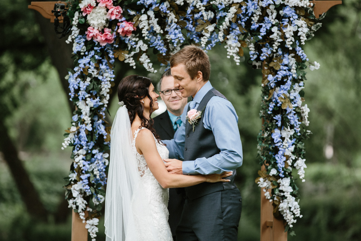 Outdoor_Wedding_SiouxFalls_MaryJoWegnerArboretum_Photographer_Calli&Jon_089.jpg