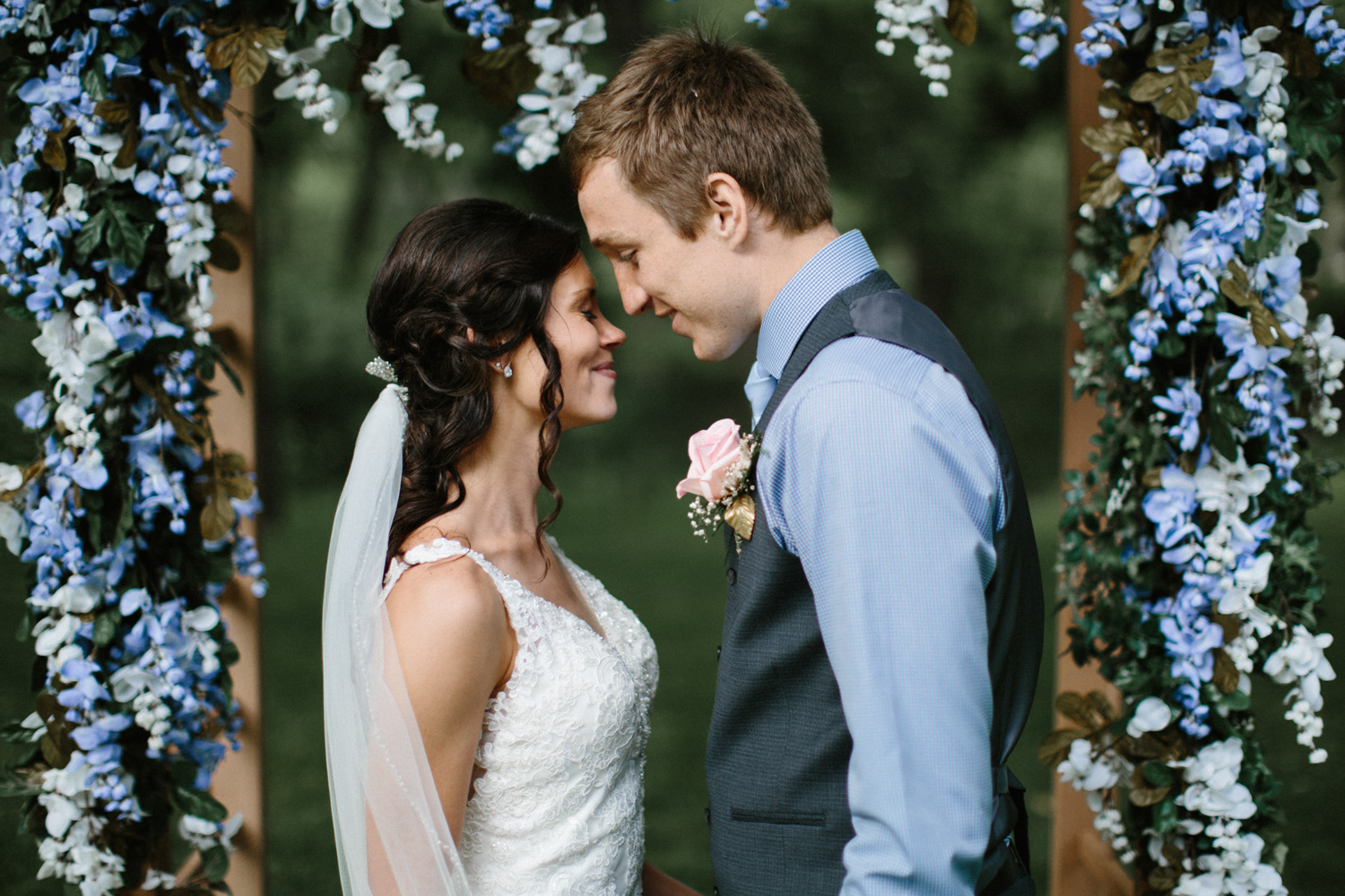 Outdoor_Wedding_SiouxFalls_MaryJoWegnerArboretum_Photographer_Calli&Jon_105.jpg