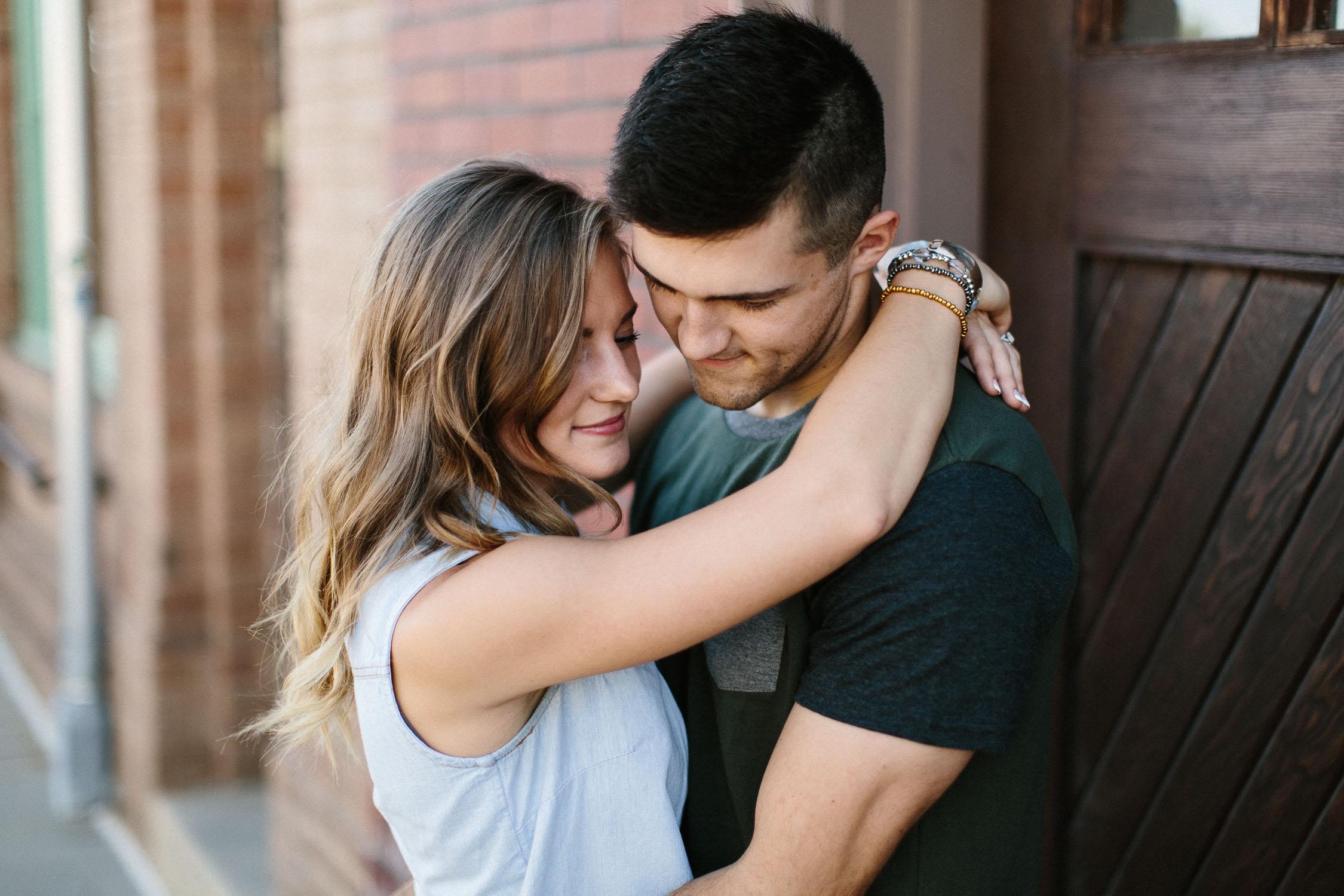 Romantic_Timeless_Downtown_SiouxFalls_Engagement_Wedding_Photographer_11.jpg