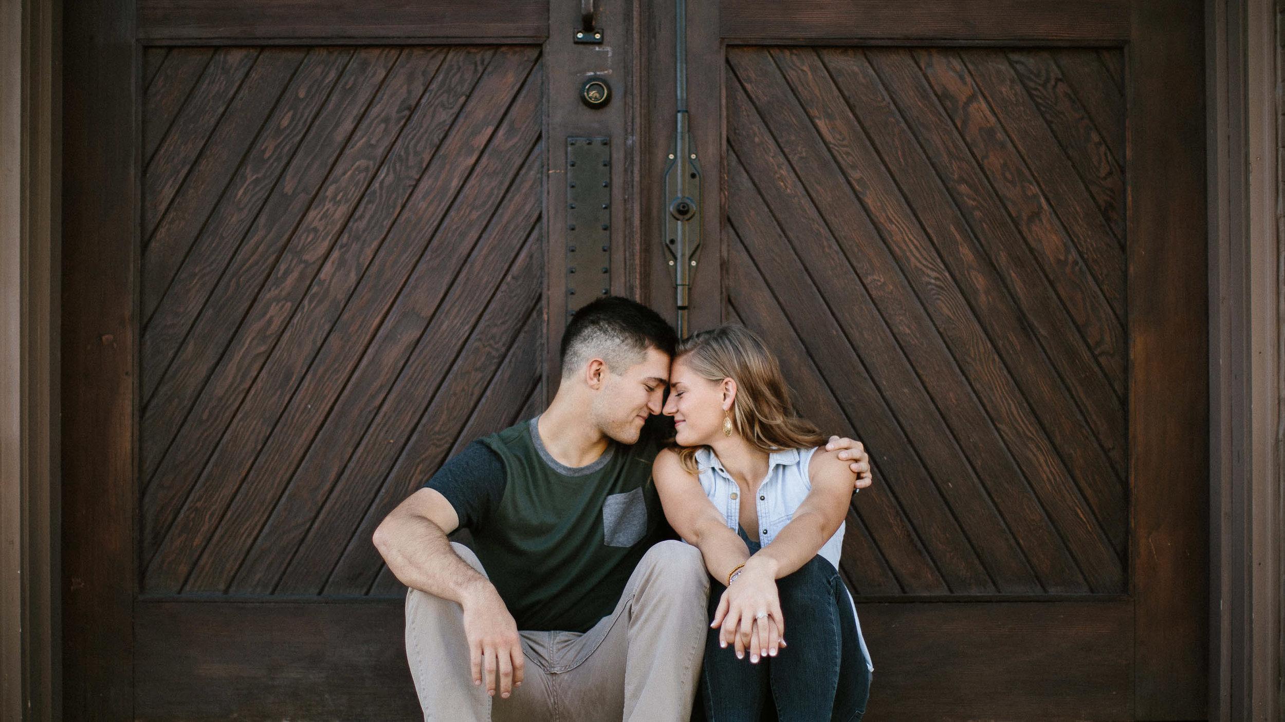 Romantic_Timeless_Downtown_SiouxFalls_Engagement_Wedding_Photographer_18.jpg