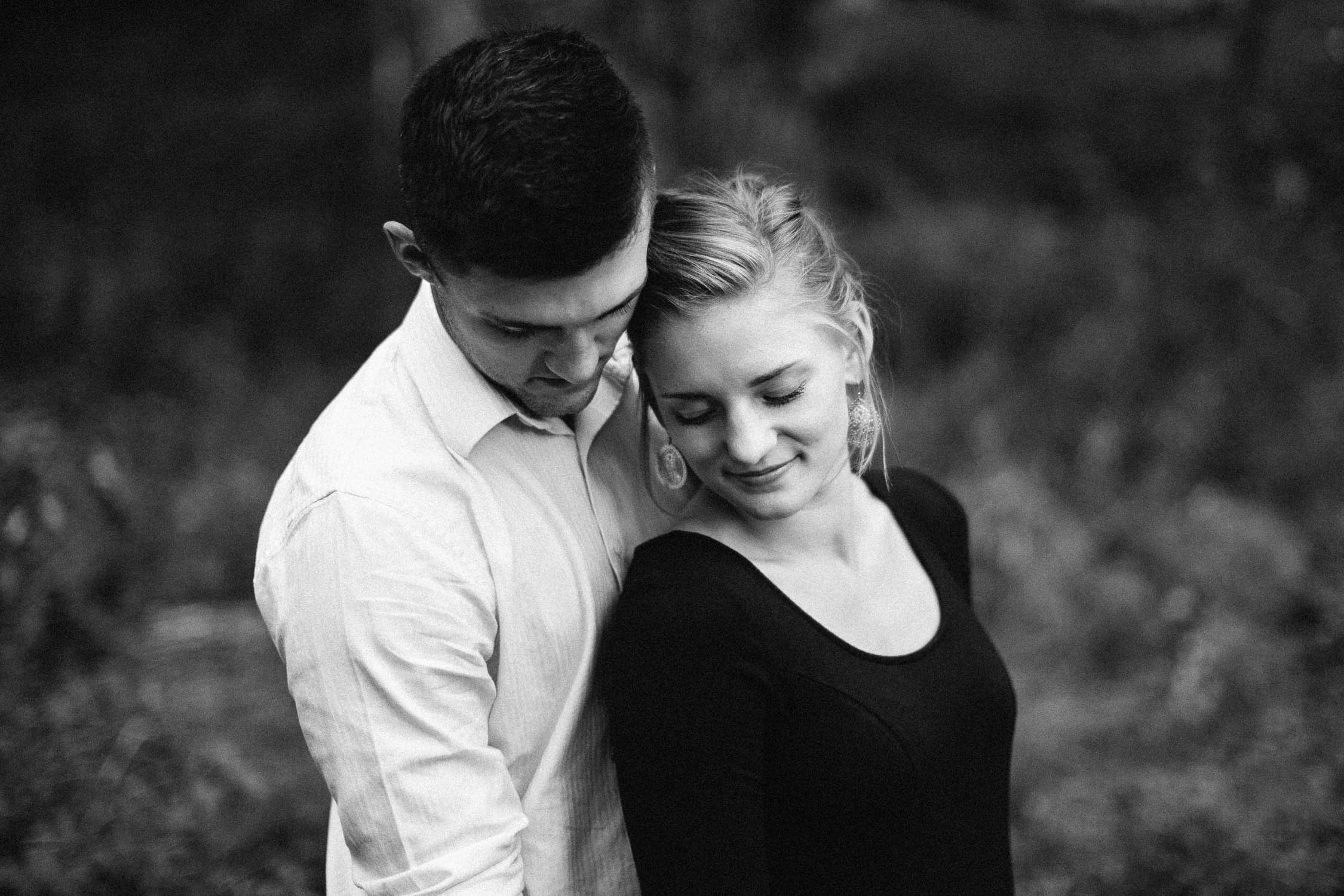 Romantic_Timeless_Downtown_SiouxFalls_Engagement_Wedding_Photographer_40.jpg