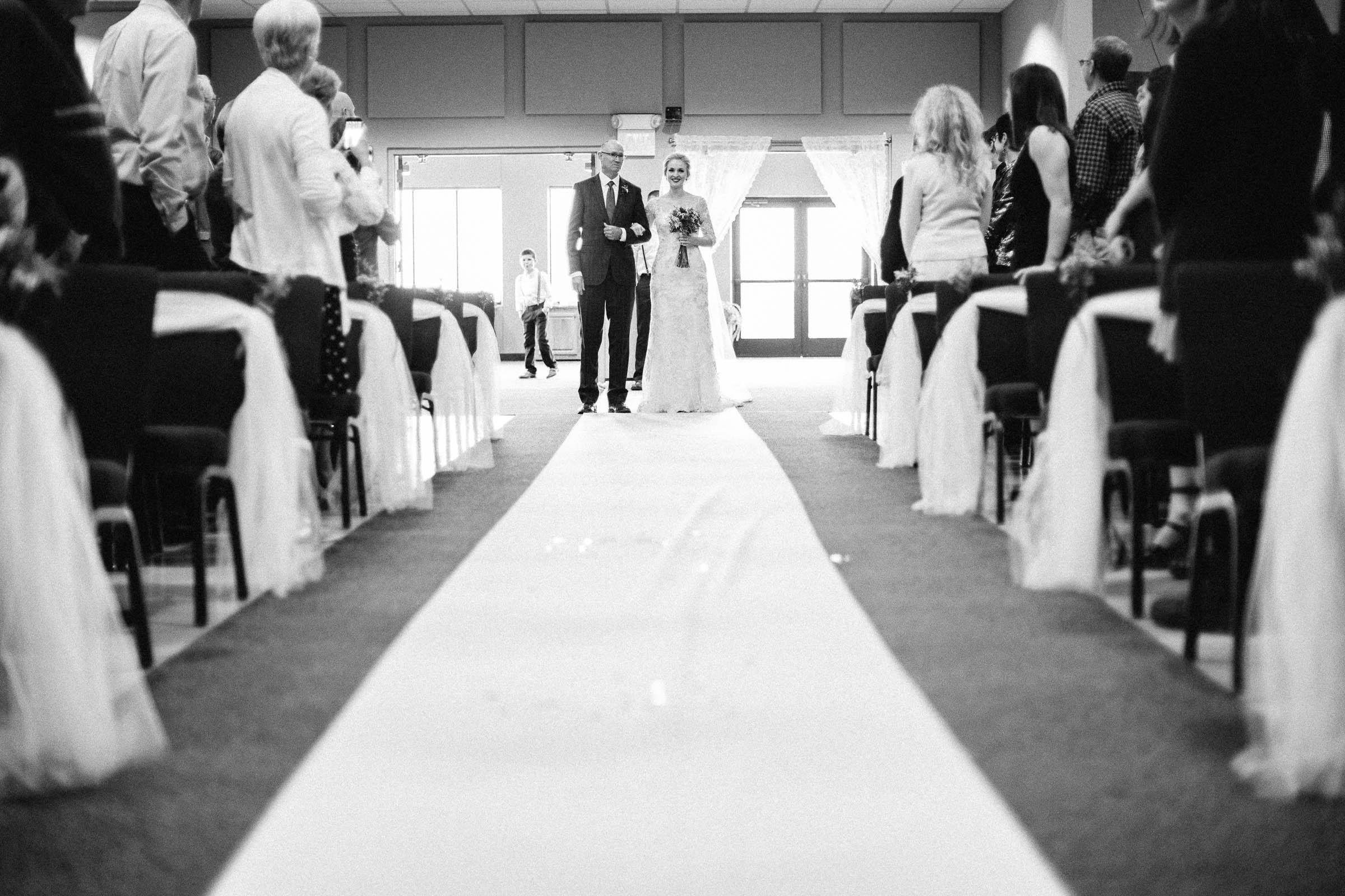 Jenna&Austin_SiouxFalls_Wedding_Photographer_070.jpg