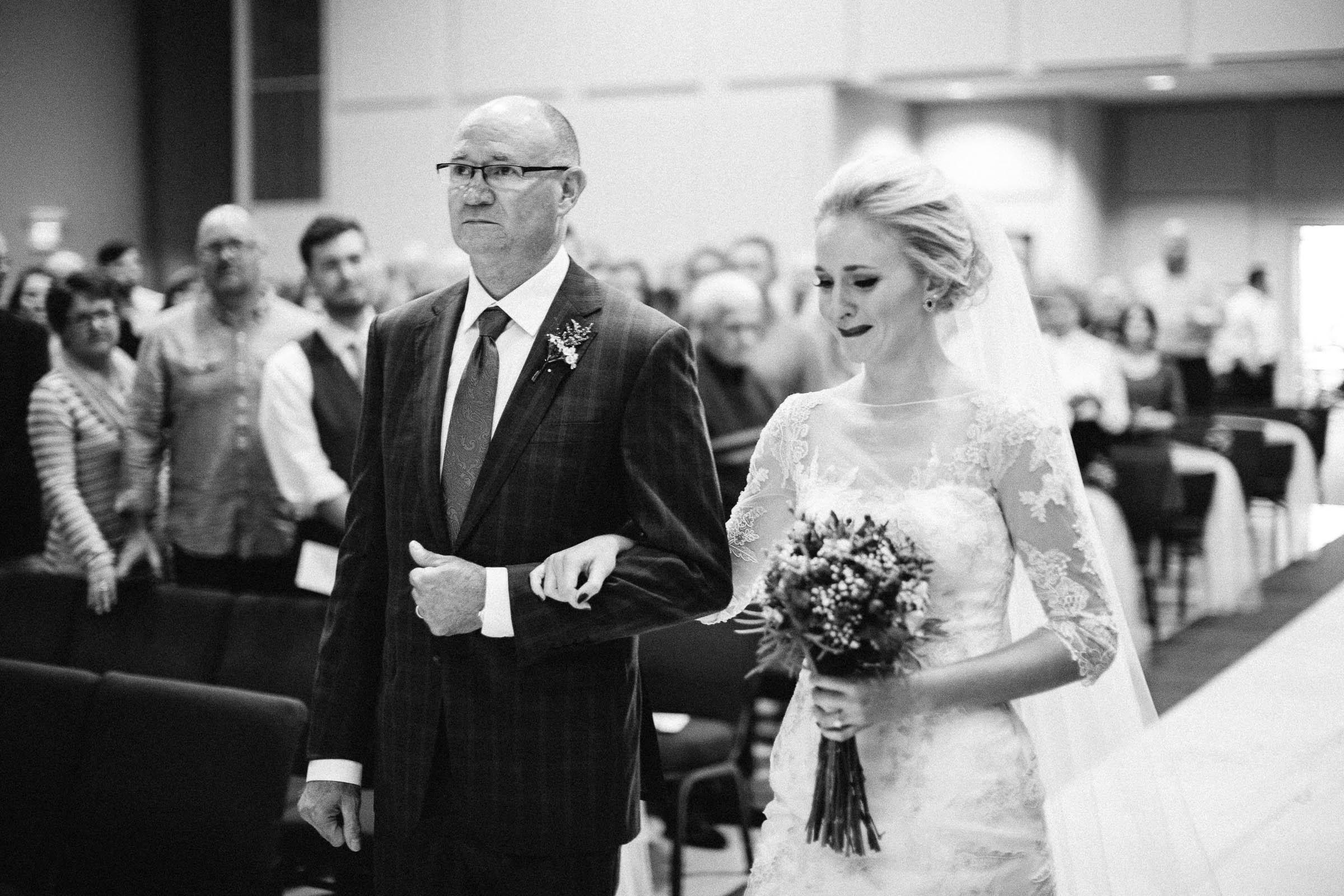 Jenna&Austin_SiouxFalls_Wedding_Photographer_071.jpg