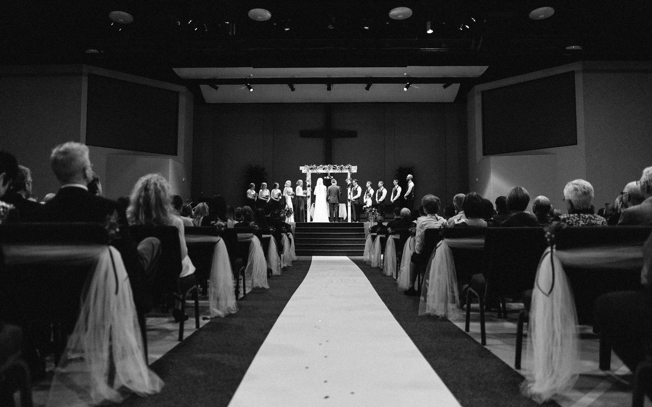 Jenna&Austin_SiouxFalls_Wedding_Photographer_074.jpg