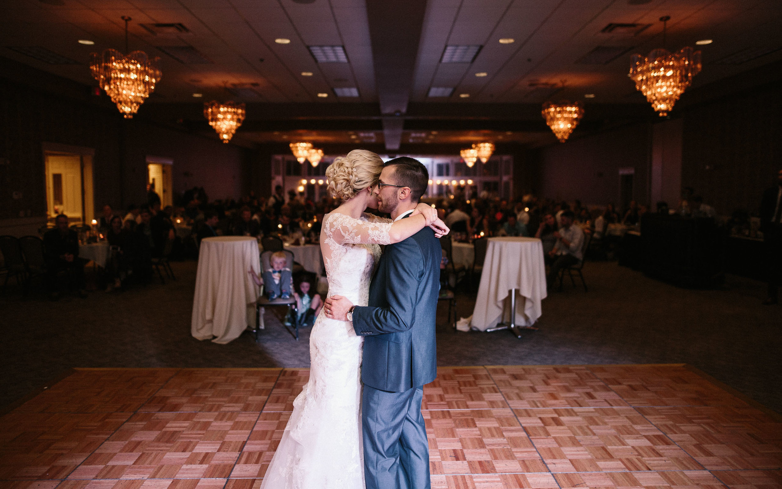Jenna&Austin_SiouxFalls_Wedding_Photographer_105.jpg