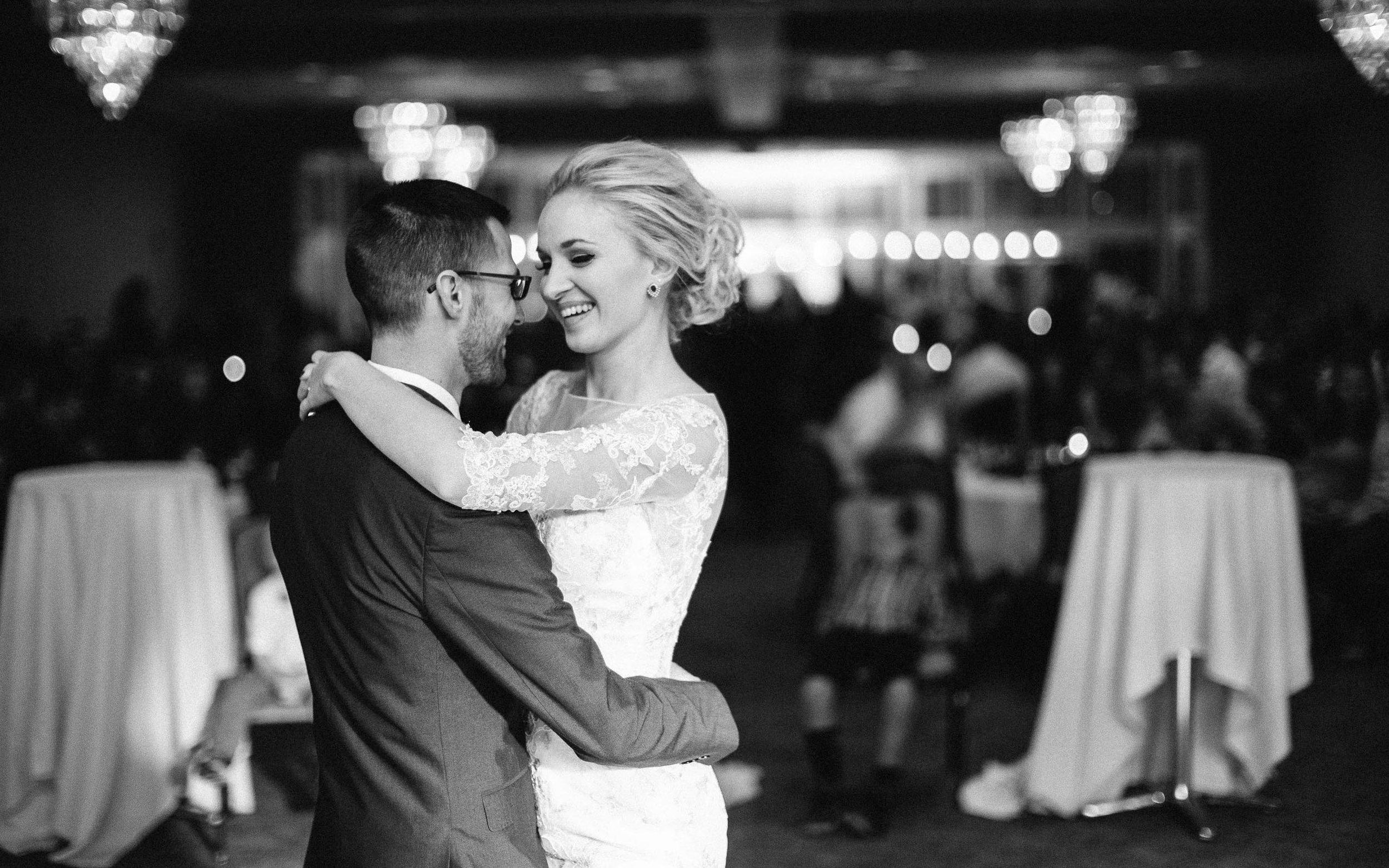 Jenna&Austin_SiouxFalls_Wedding_Photographer_107.jpg