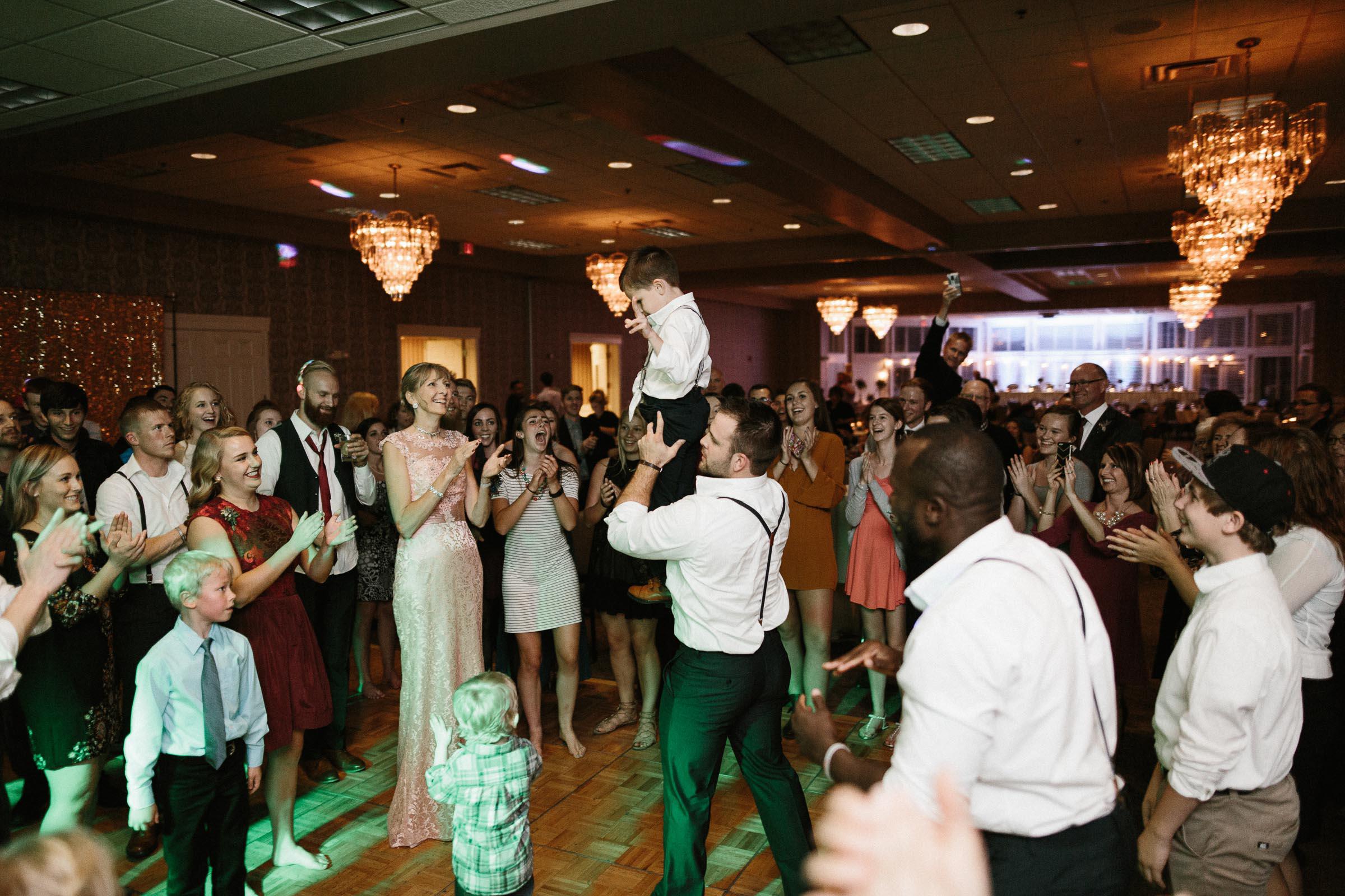 Jenna&Austin_SiouxFalls_Wedding_Photographer_125.jpg