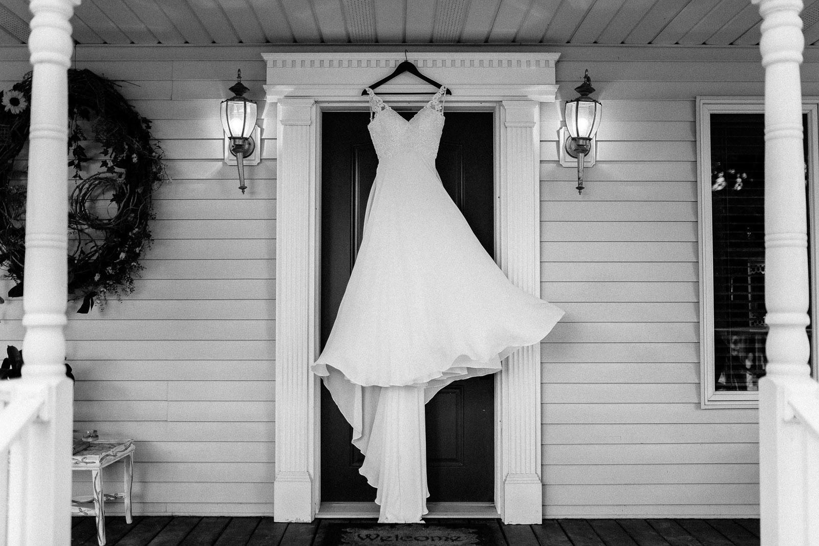 Intimate_Farmhouse_SD_Wedding_Bridgette_Philip_002.jpg