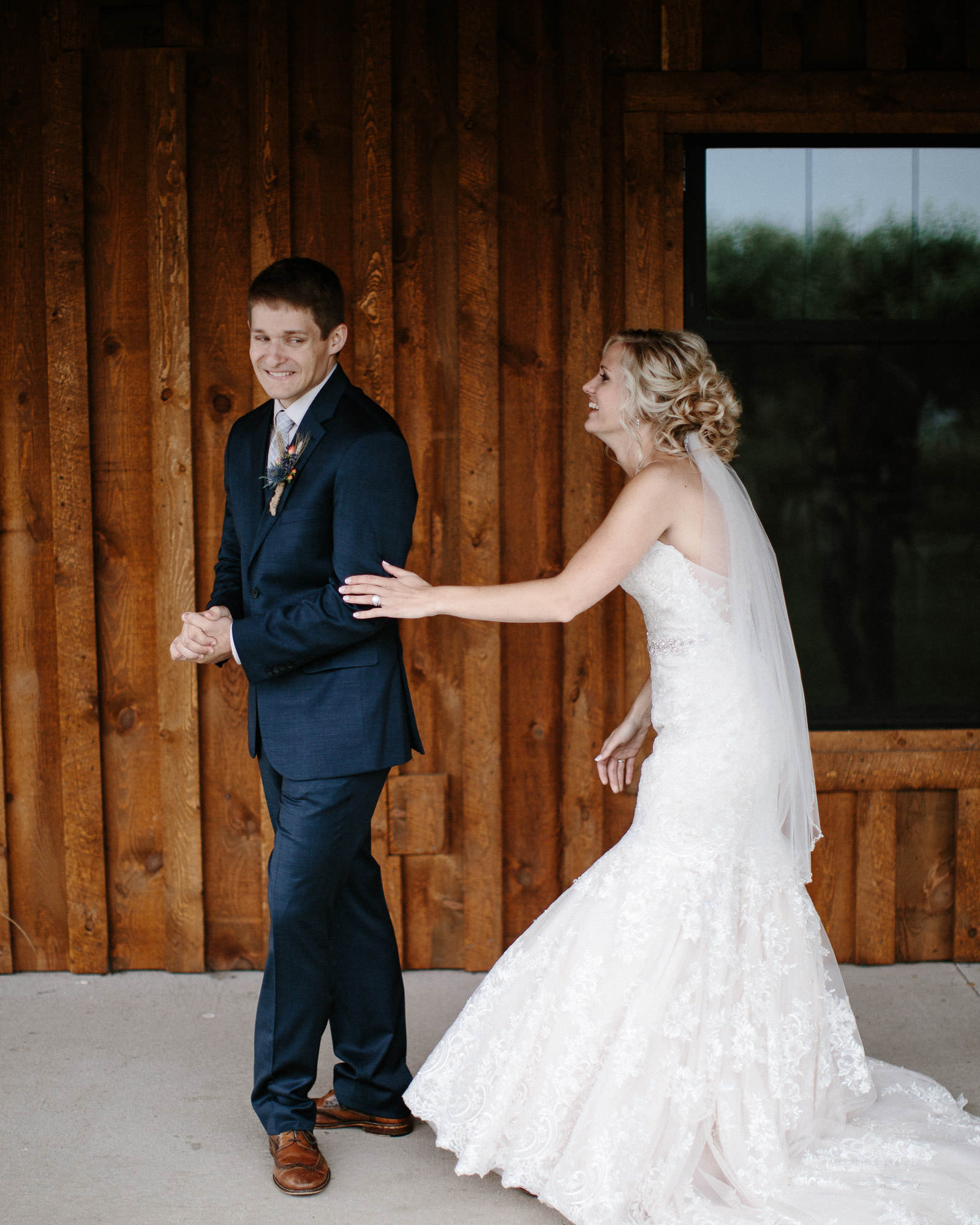 meadow-barn-wedding-sioux-falls-south-dakota-romantic-adventerous-michael-liedtke-photography020.jpg