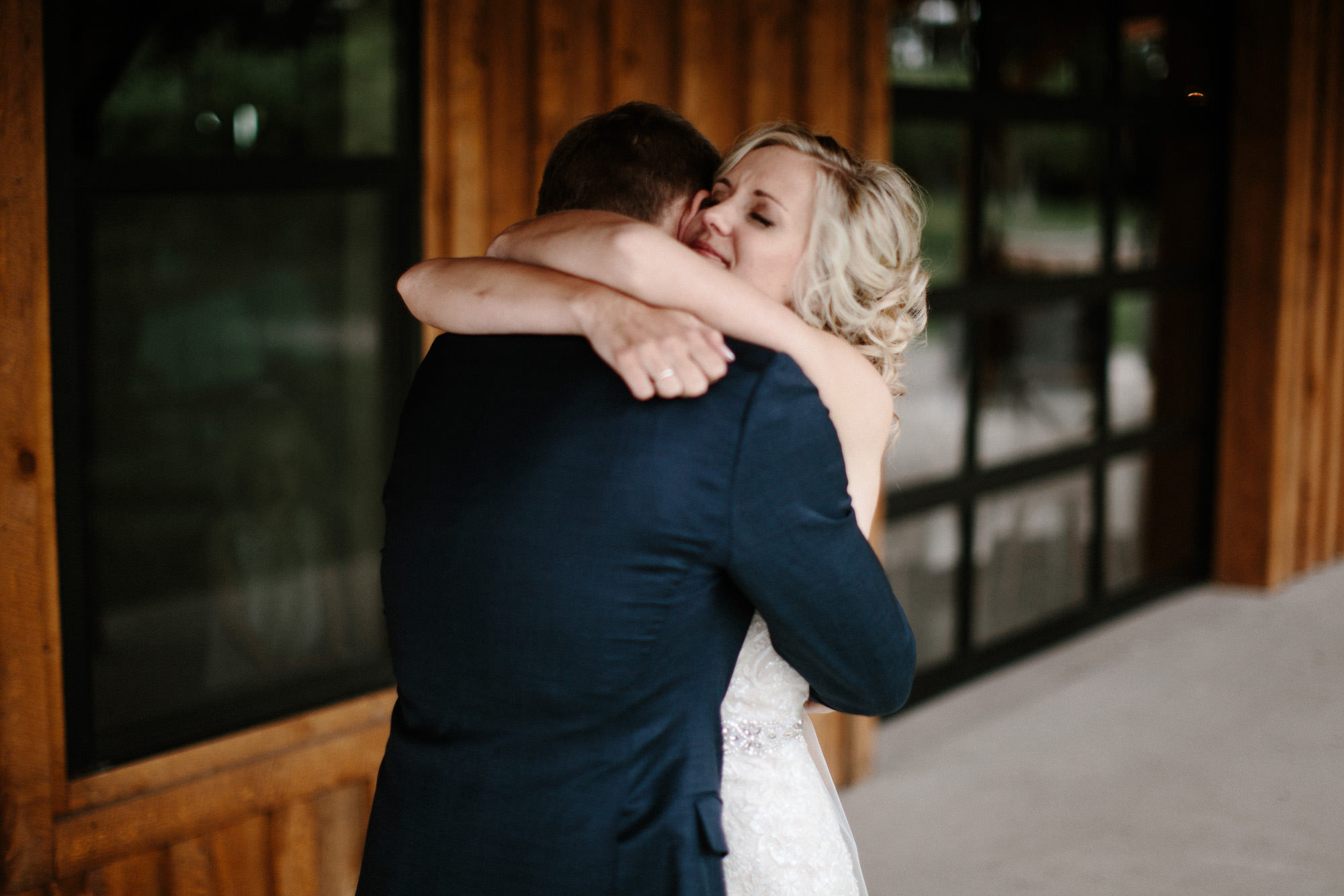 meadow-barn-wedding-sioux-falls-south-dakota-romantic-adventerous-michael-liedtke-photography022.jpg