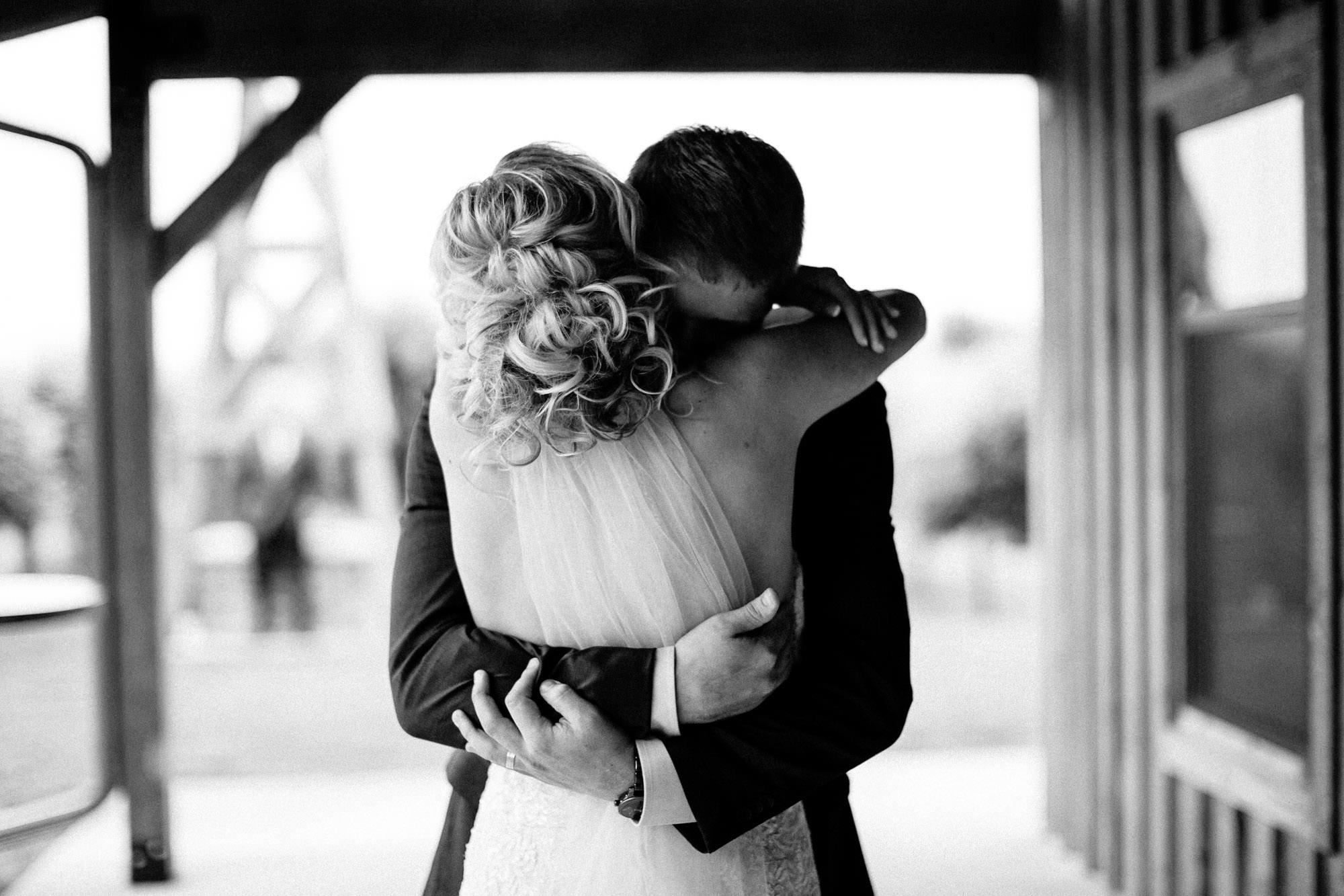 meadow-barn-wedding-sioux-falls-south-dakota-romantic-adventerous-michael-liedtke-photography023.jpg
