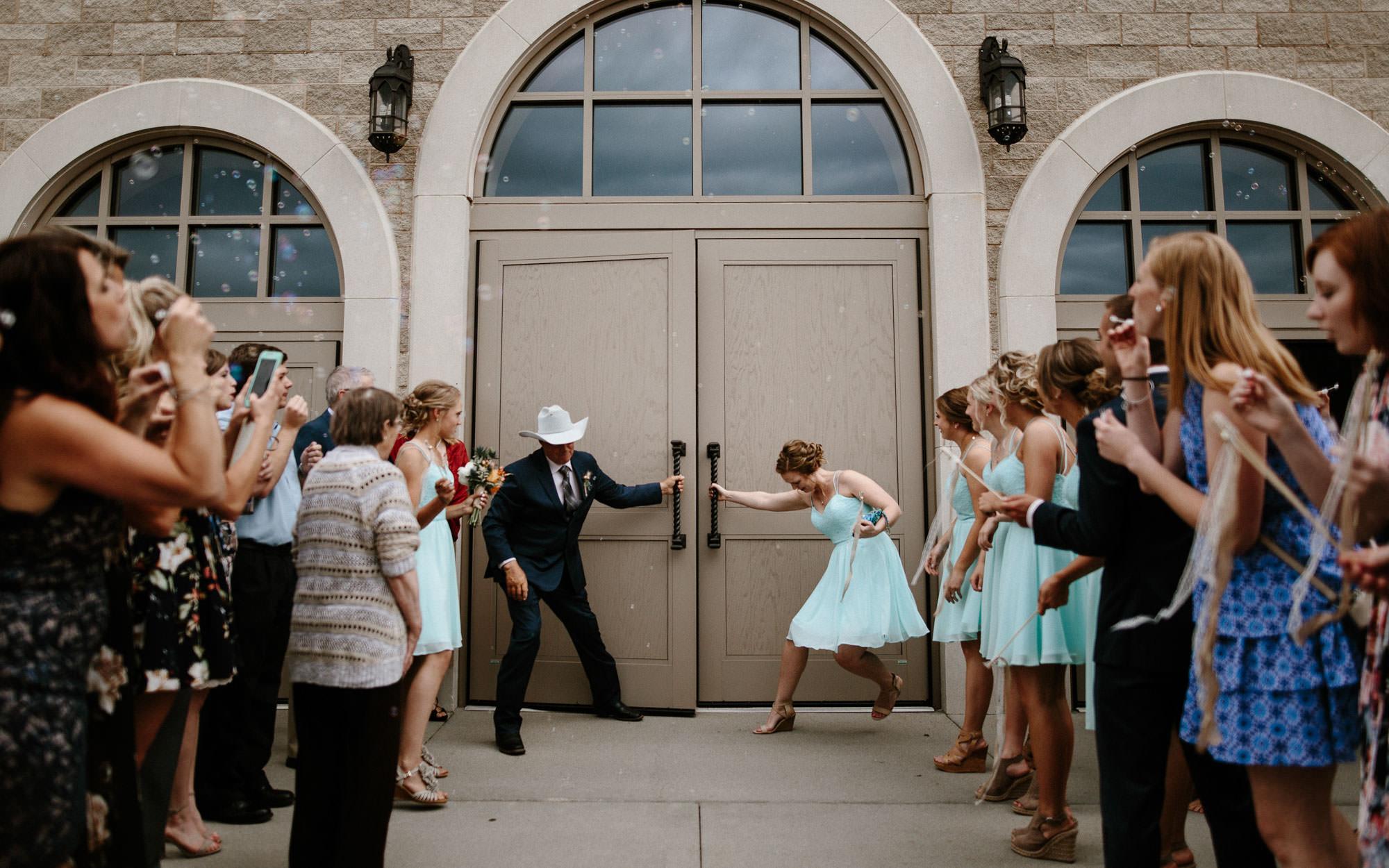 meadow-barn-wedding-sioux-falls-south-dakota-romantic-adventerous-michael-liedtke-photography035.jpg