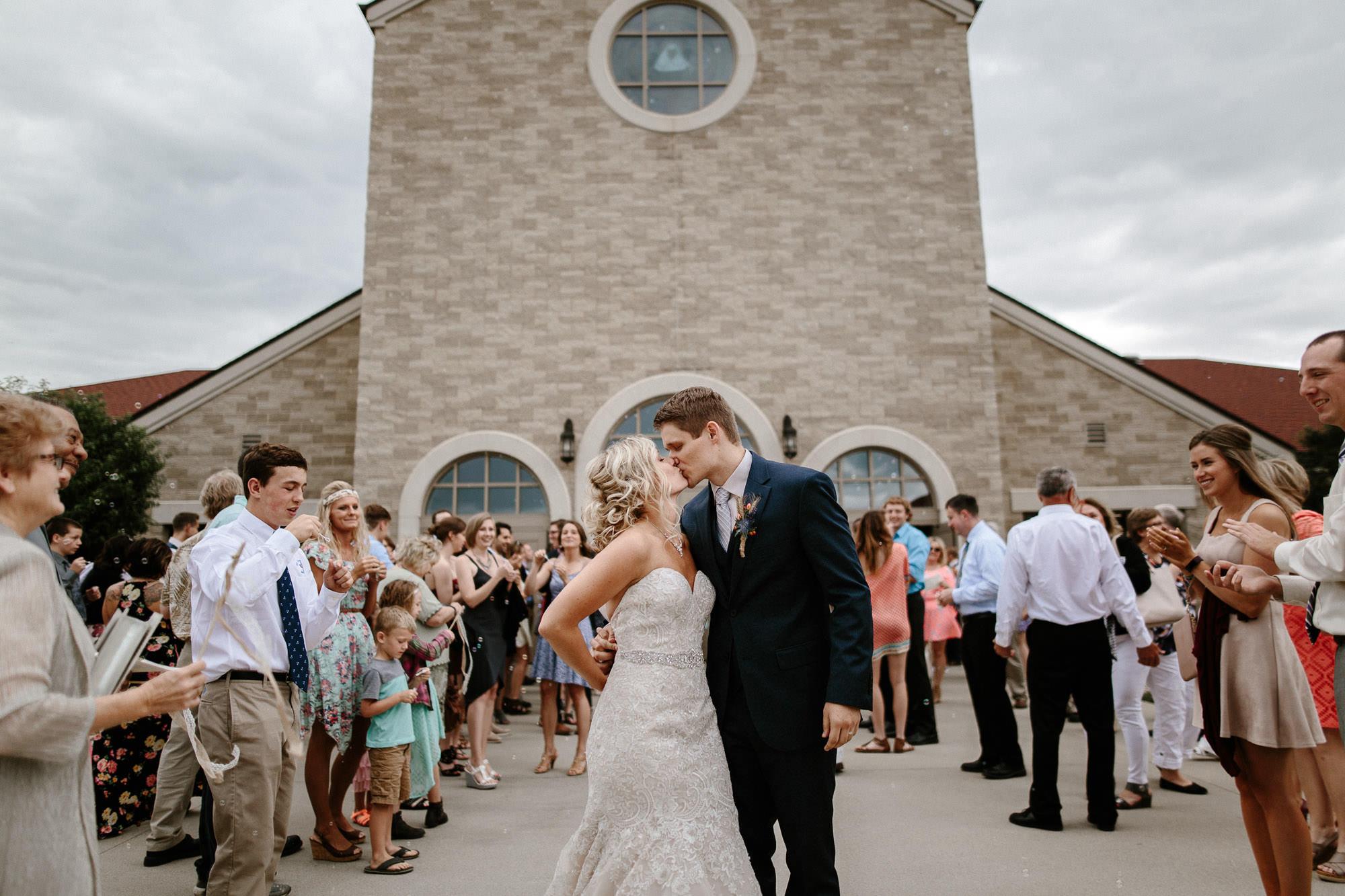 meadow-barn-wedding-sioux-falls-south-dakota-romantic-adventerous-michael-liedtke-photography039.jpg