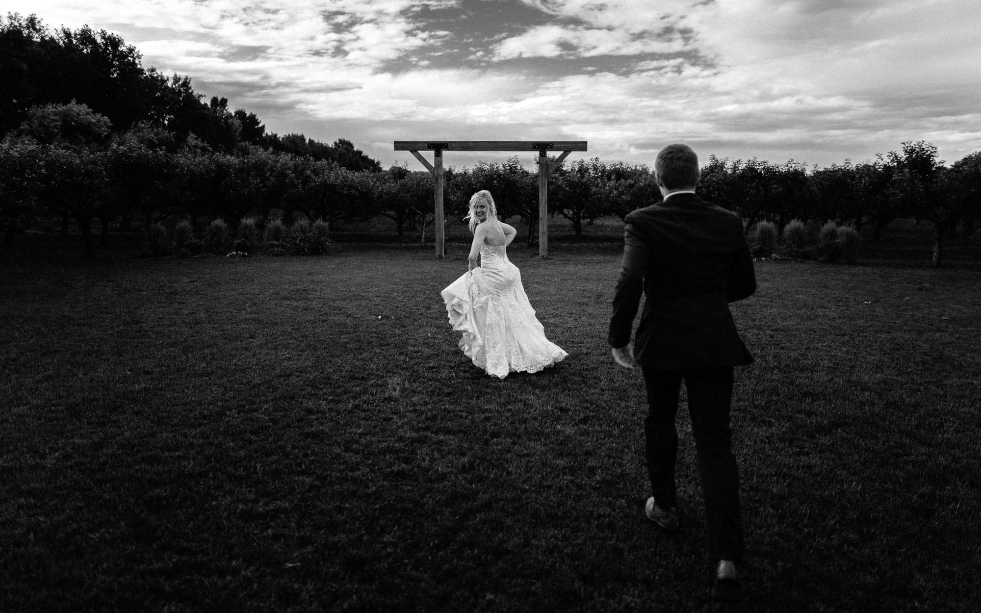 meadow-barn-wedding-sioux-falls-south-dakota-romantic-adventerous-michael-liedtke-photography082.jpg