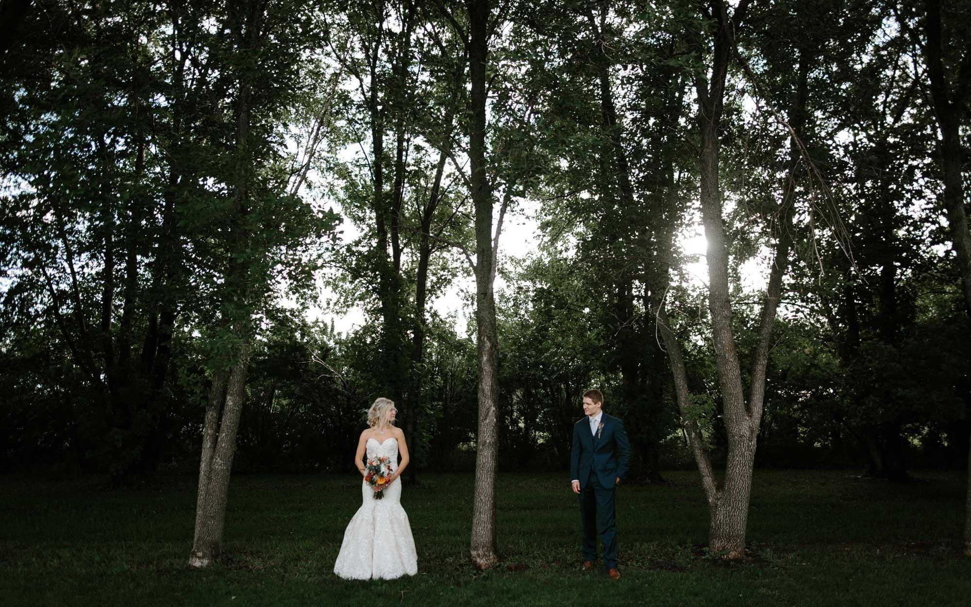 meadow-barn-wedding-sioux-falls-south-dakota-romantic-adventerous-michael-liedtke-photography085.jpg