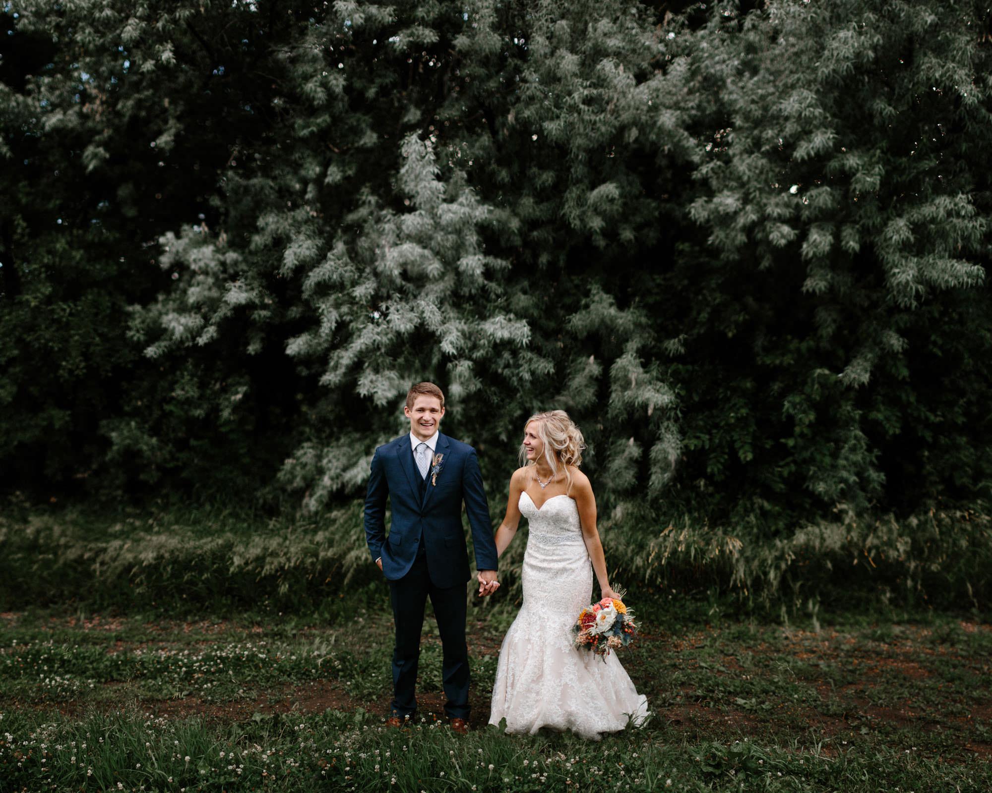 meadow-barn-wedding-sioux-falls-south-dakota-romantic-adventerous-michael-liedtke-photography090.jpg