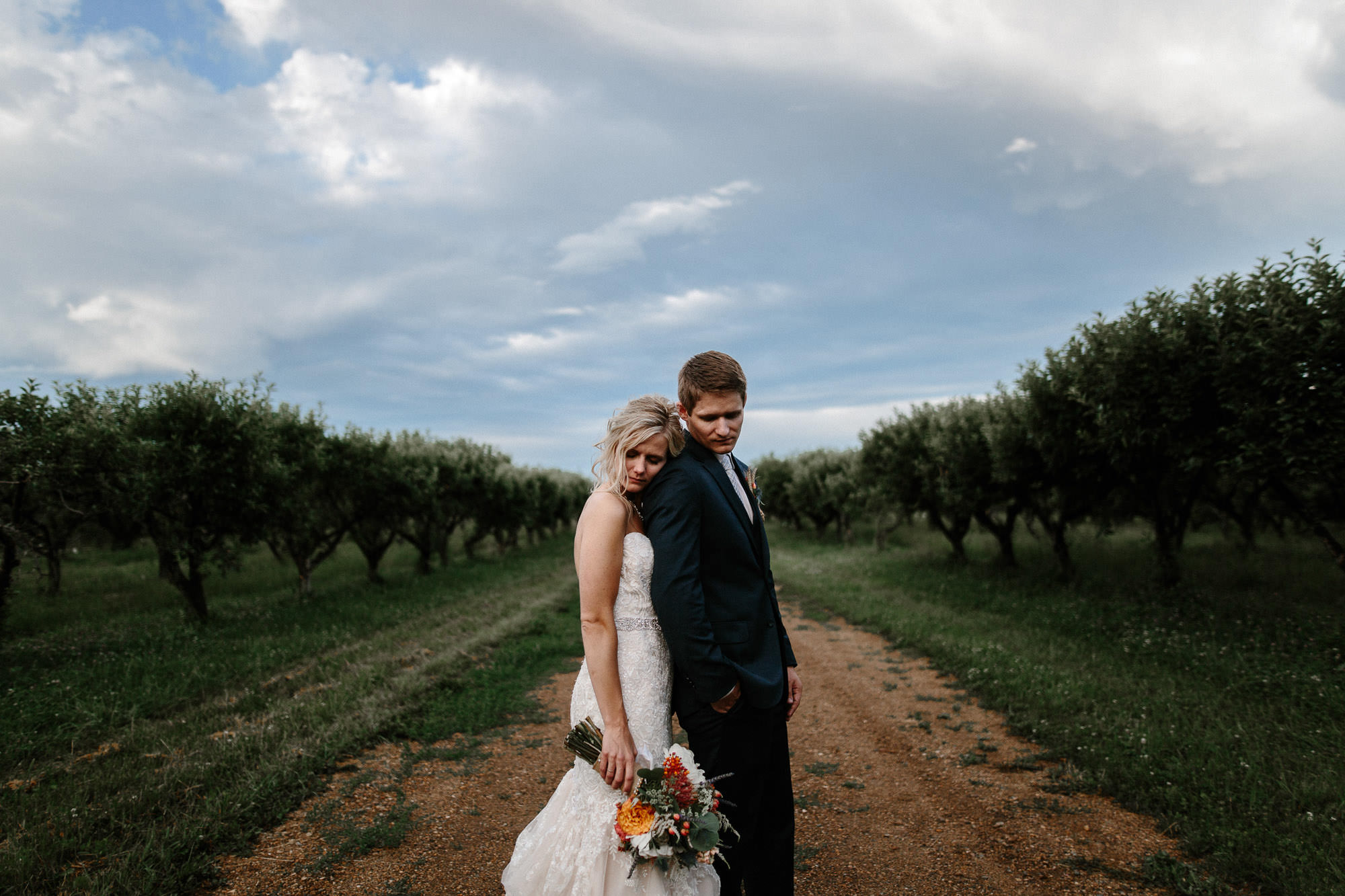 meadow-barn-wedding-sioux-falls-south-dakota-romantic-adventerous-michael-liedtke-photography092.jpg