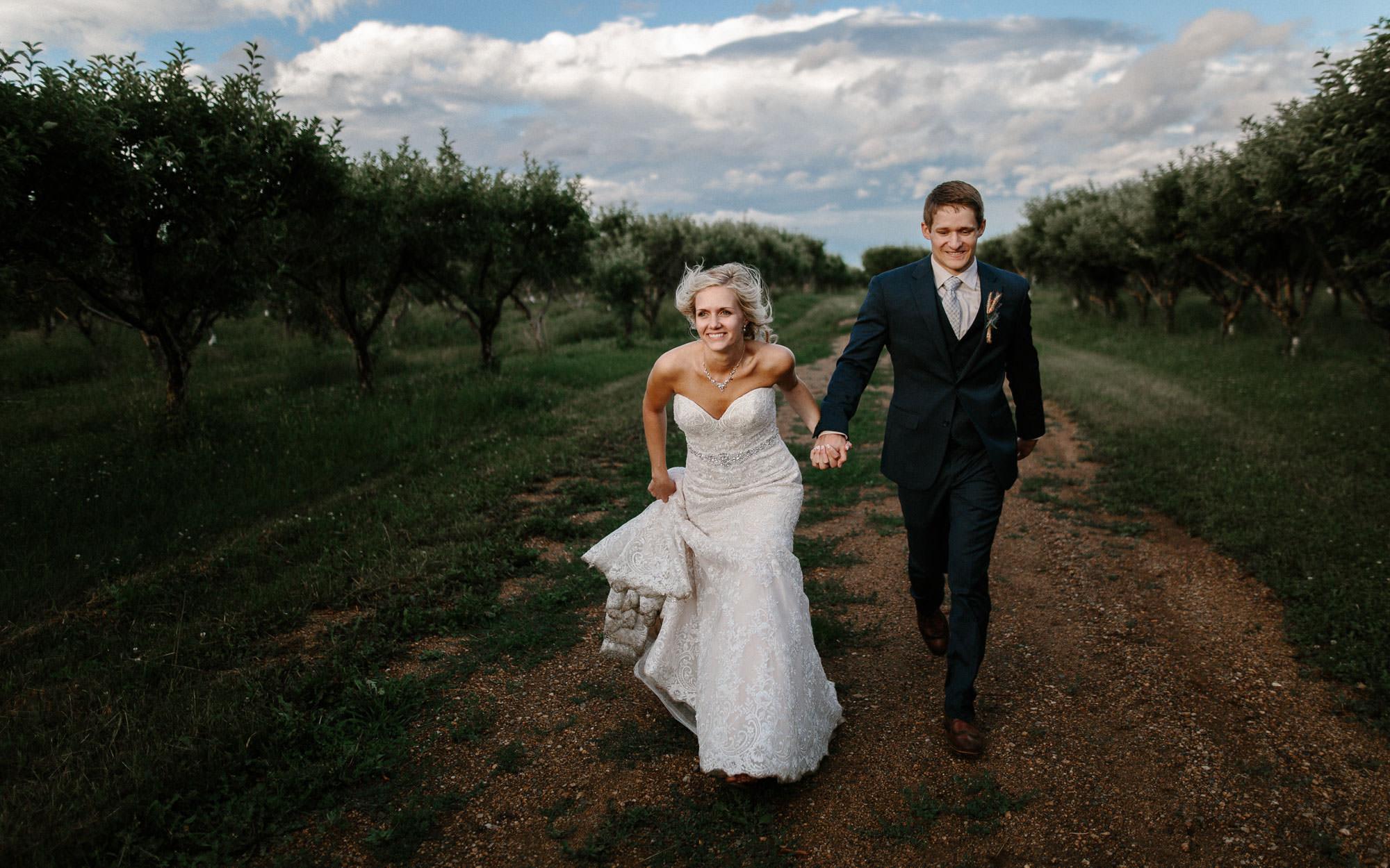 meadow-barn-wedding-sioux-falls-south-dakota-romantic-adventerous-michael-liedtke-photography103.jpg