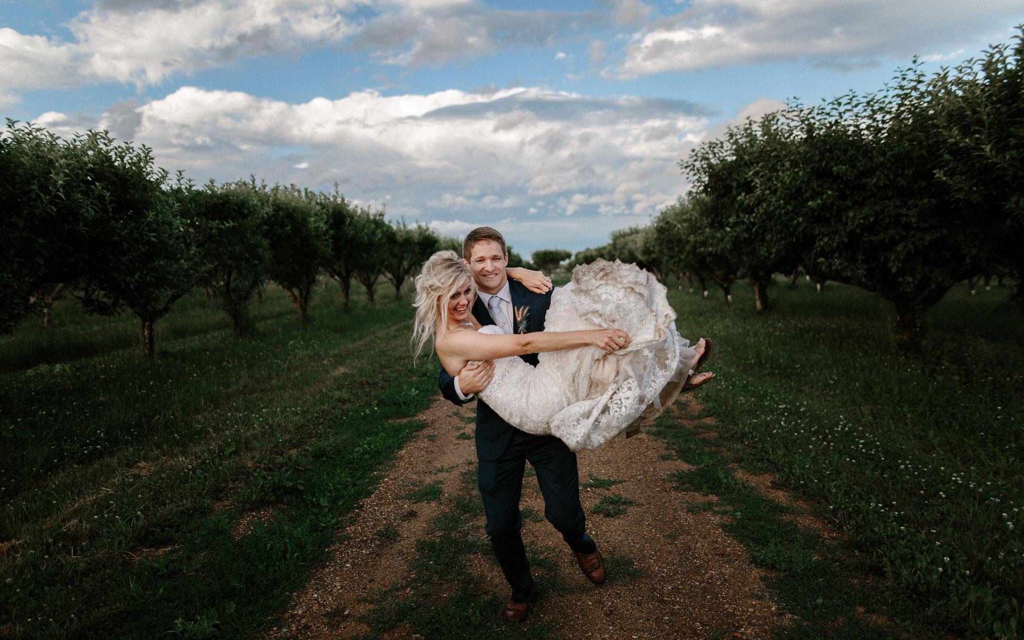 meadow-barn-wedding-sioux-falls-south-dakota-romantic-adventerous-michael-liedtke-photography104.jpg