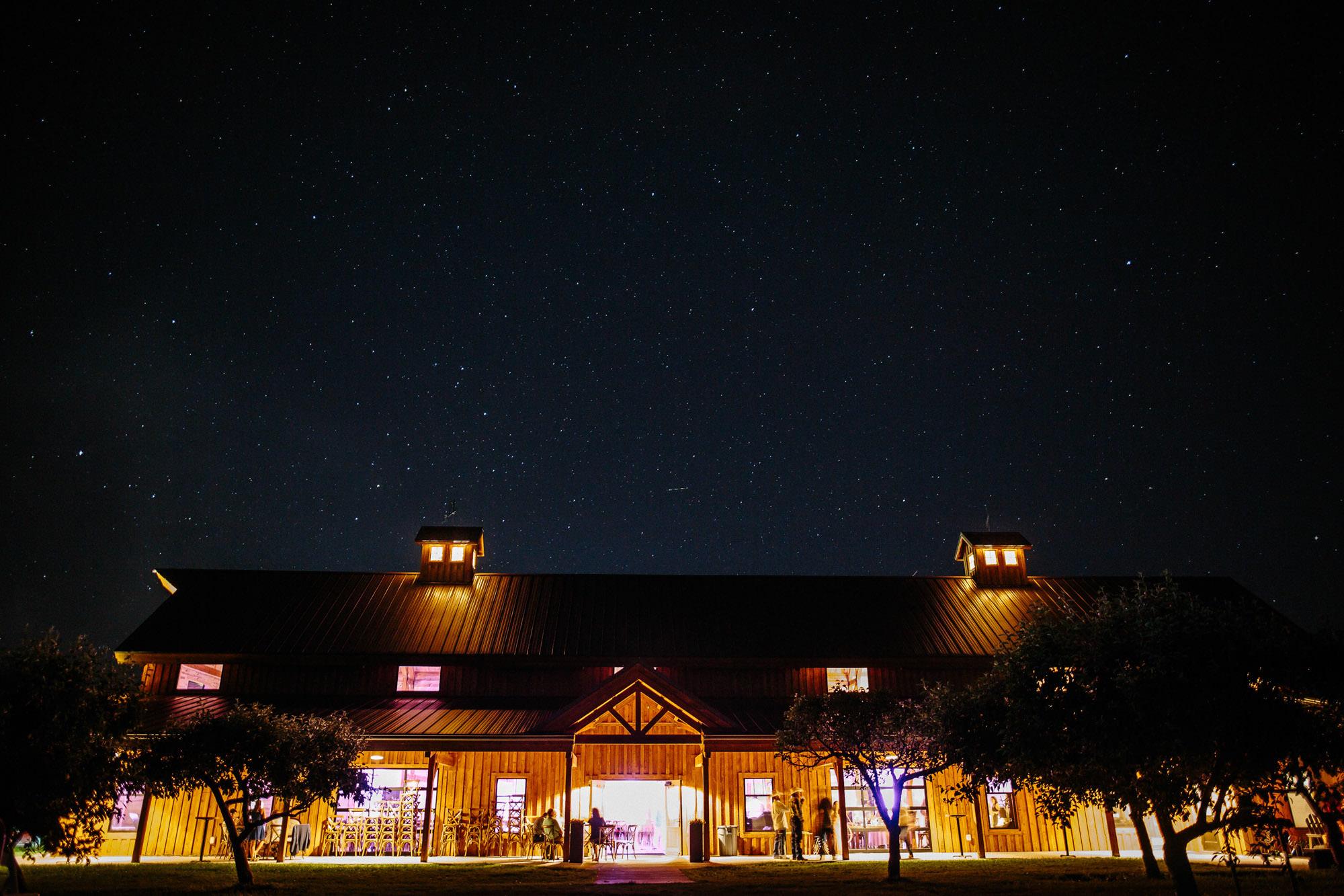 meadow-barn-wedding-sioux-falls-south-dakota-romantic-adventerous-michael-liedtke-photography138.jpg