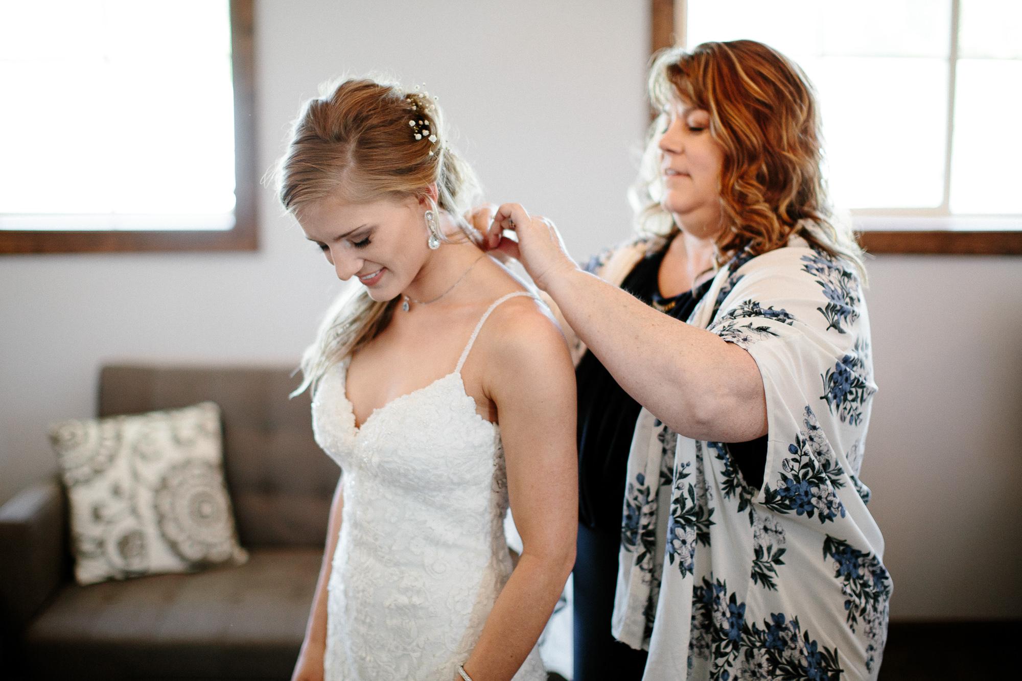 wedding-elopement-adventerous-romantic-timeless-south-dakota-blue-haven-barn-012.jpg