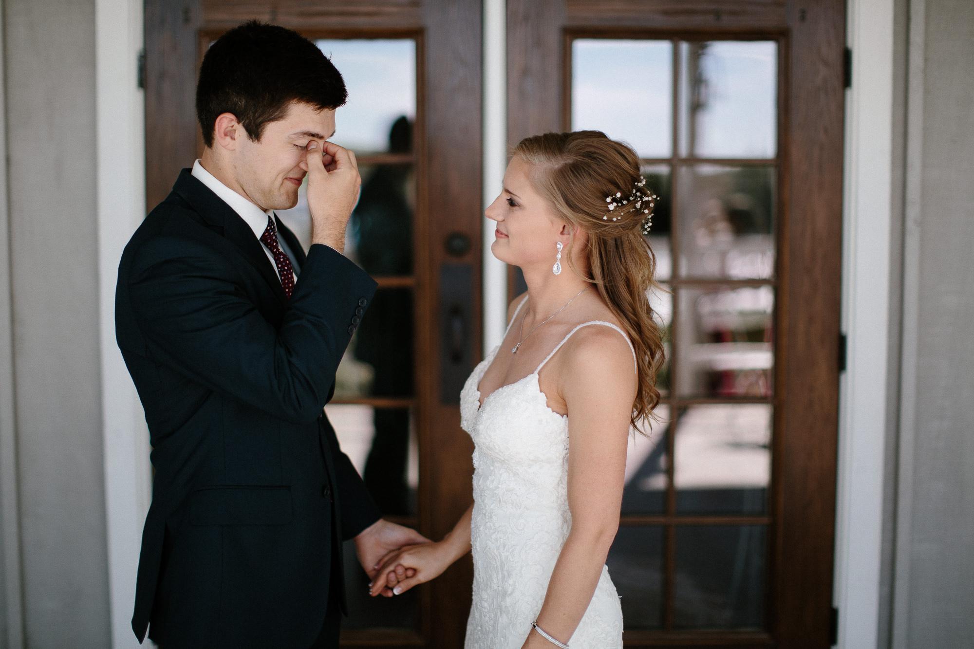 wedding-elopement-adventerous-romantic-timeless-south-dakota-blue-haven-barn-023.jpg