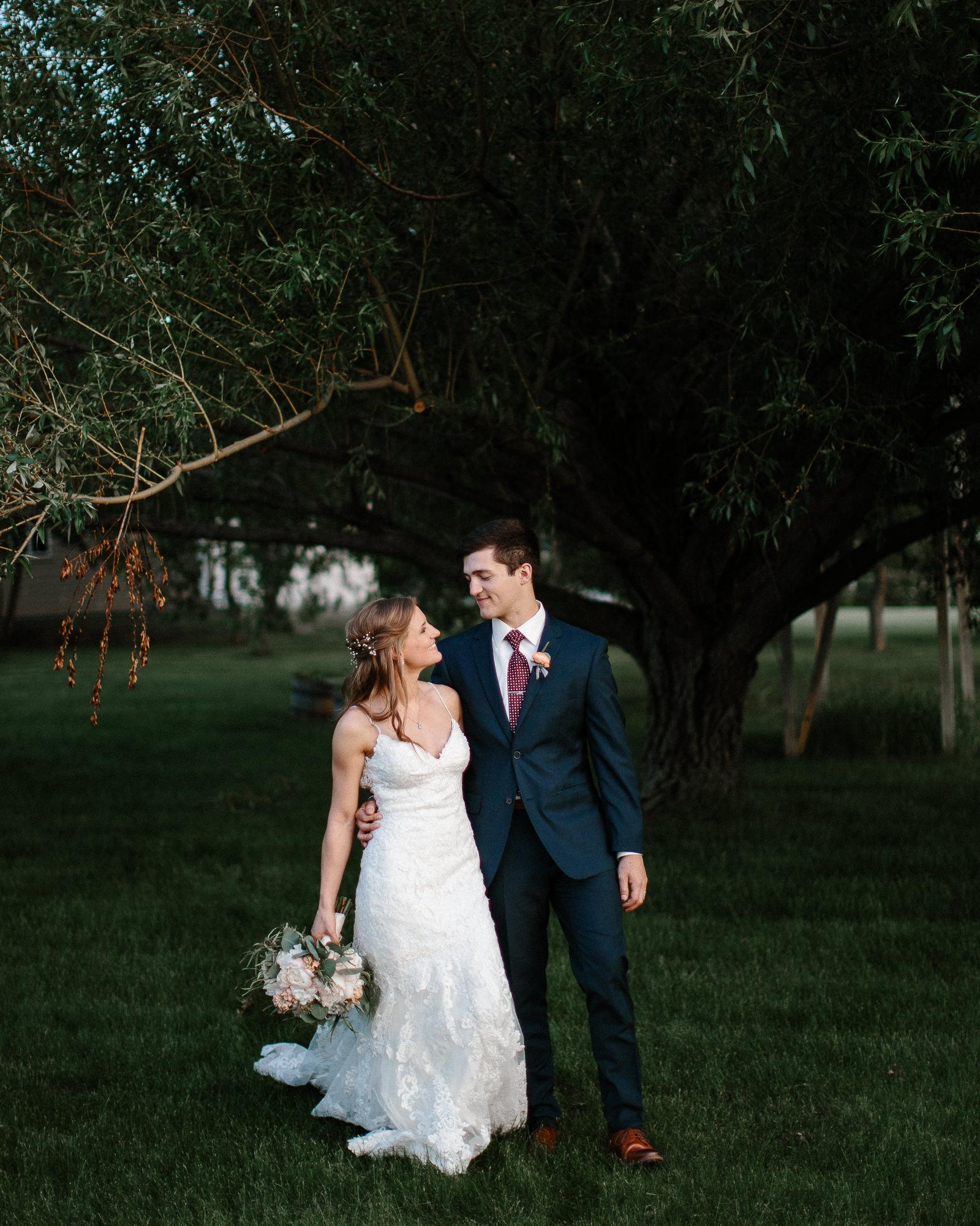 wedding-elopement-adventerous-romantic-timeless-south-dakota-blue-haven-barn-084.jpg