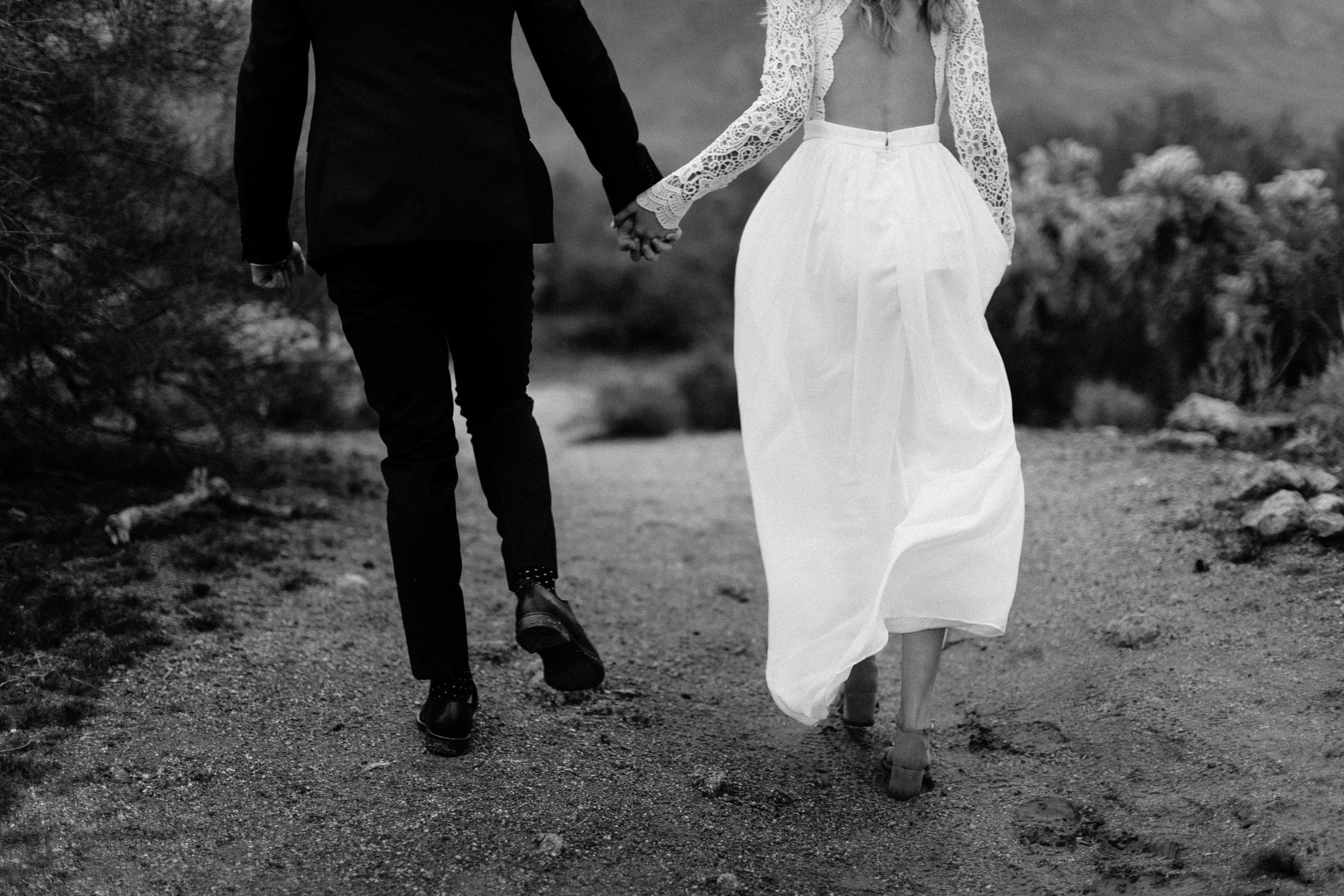 phoenix-mesa-elopement-wedding-photographer-lost-dutchman-state-park-superstitious-mountains-11.jpg