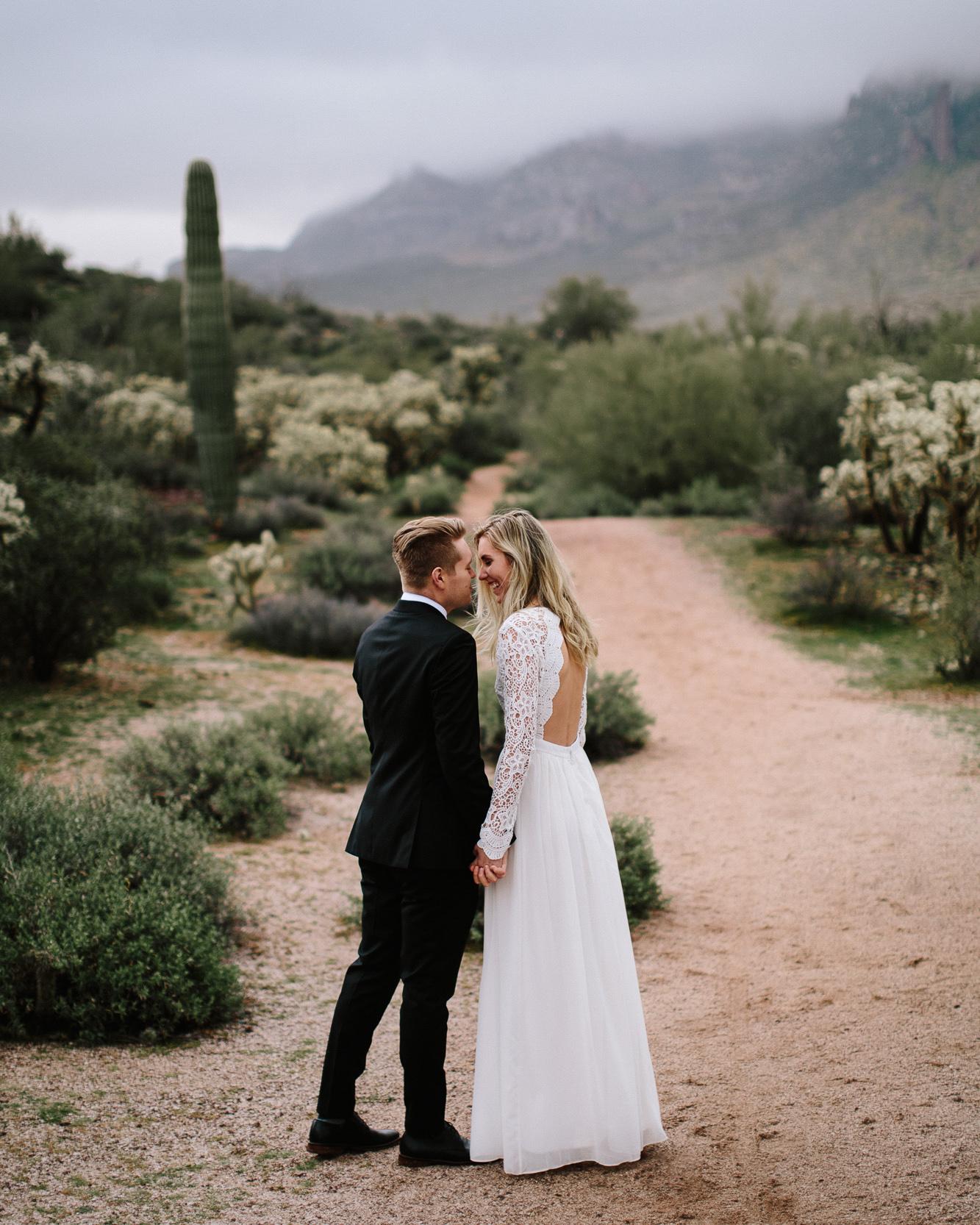 phoenix-mesa-elopement-wedding-photographer-lost-dutchman-state-park-superstitious-mountains-12.jpg