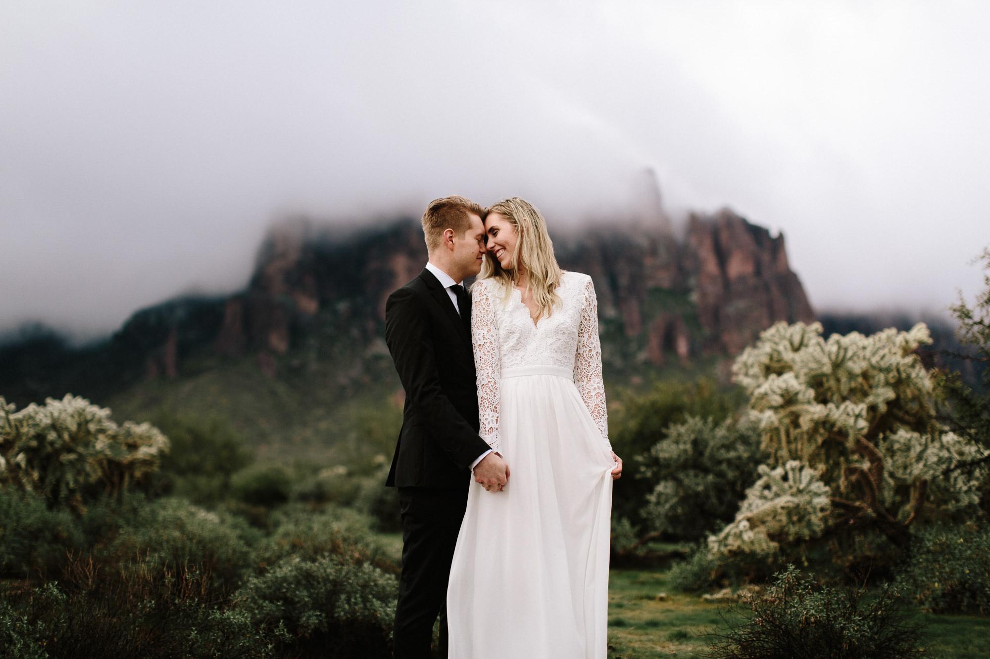 phoenix-mesa-elopement-wedding-photographer-lost-dutchman-state-park-superstitious-mountains-13.jpg