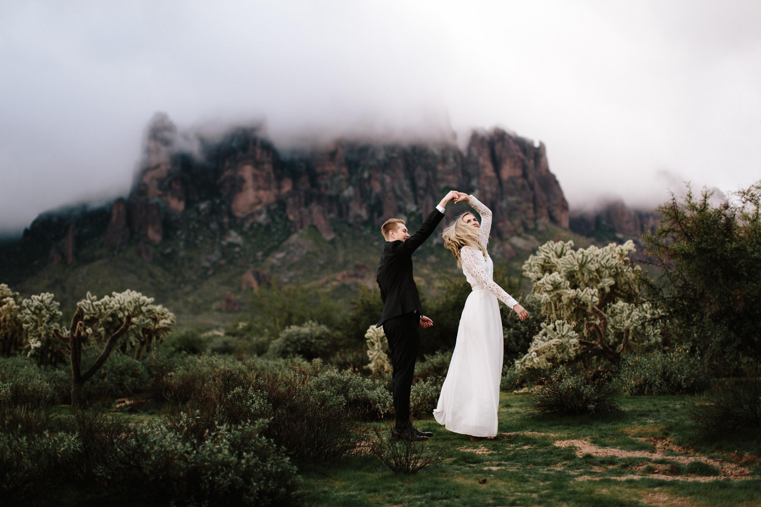 phoenix-mesa-elopement-wedding-photographer-lost-dutchman-state-park-superstitious-mountains-16.jpg