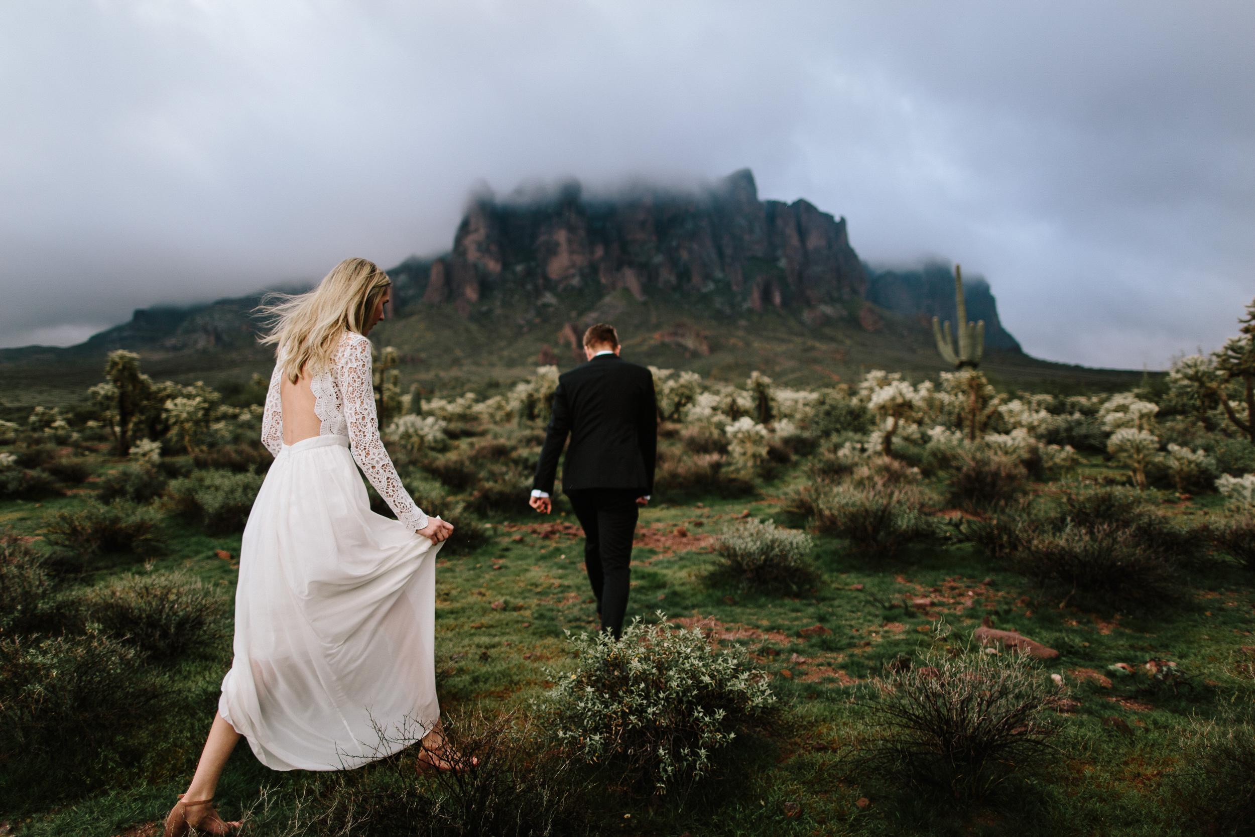 phoenix-mesa-elopement-wedding-photographer-lost-dutchman-state-park-superstitious-mountains-17.jpg