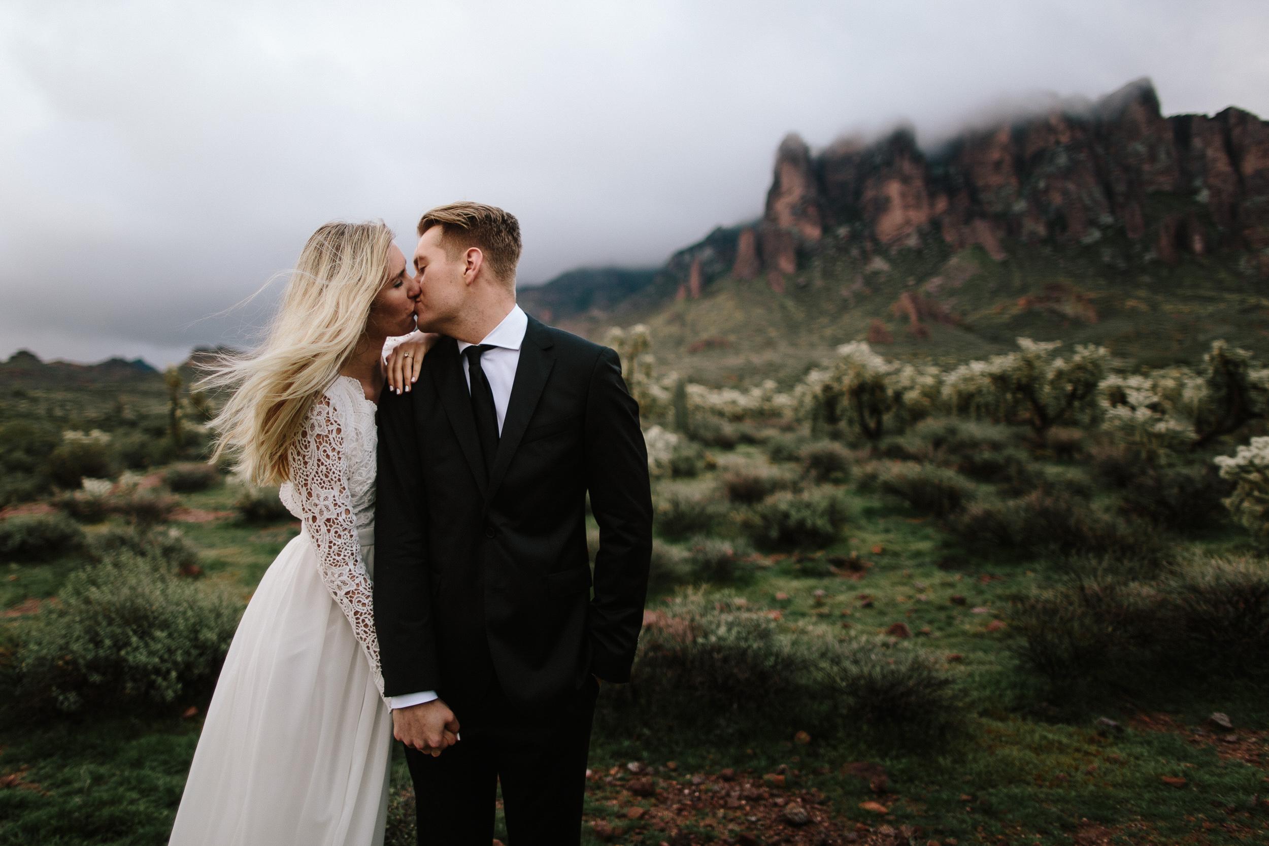 phoenix-mesa-elopement-wedding-photographer-lost-dutchman-state-park-superstitious-mountains-26.jpg